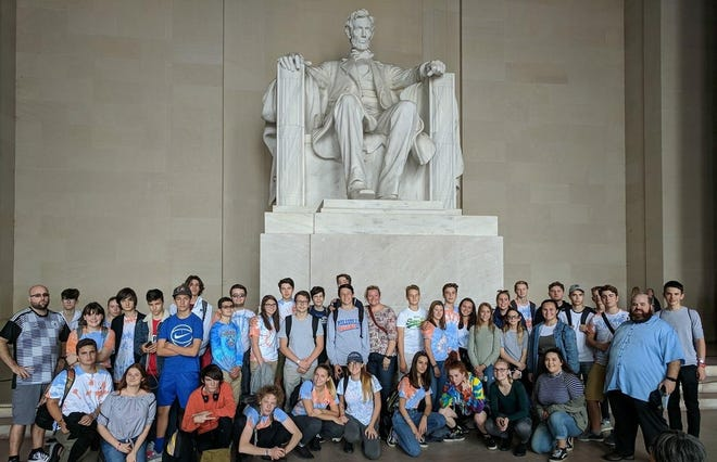 Millville High School recently hosted 19 German students and two German teachers from the Kurfuerst-Friedrich Gymnasium in Heidelberg, Germany. The guests were able to take time to visit several monuments and museums in Washington, D.C.