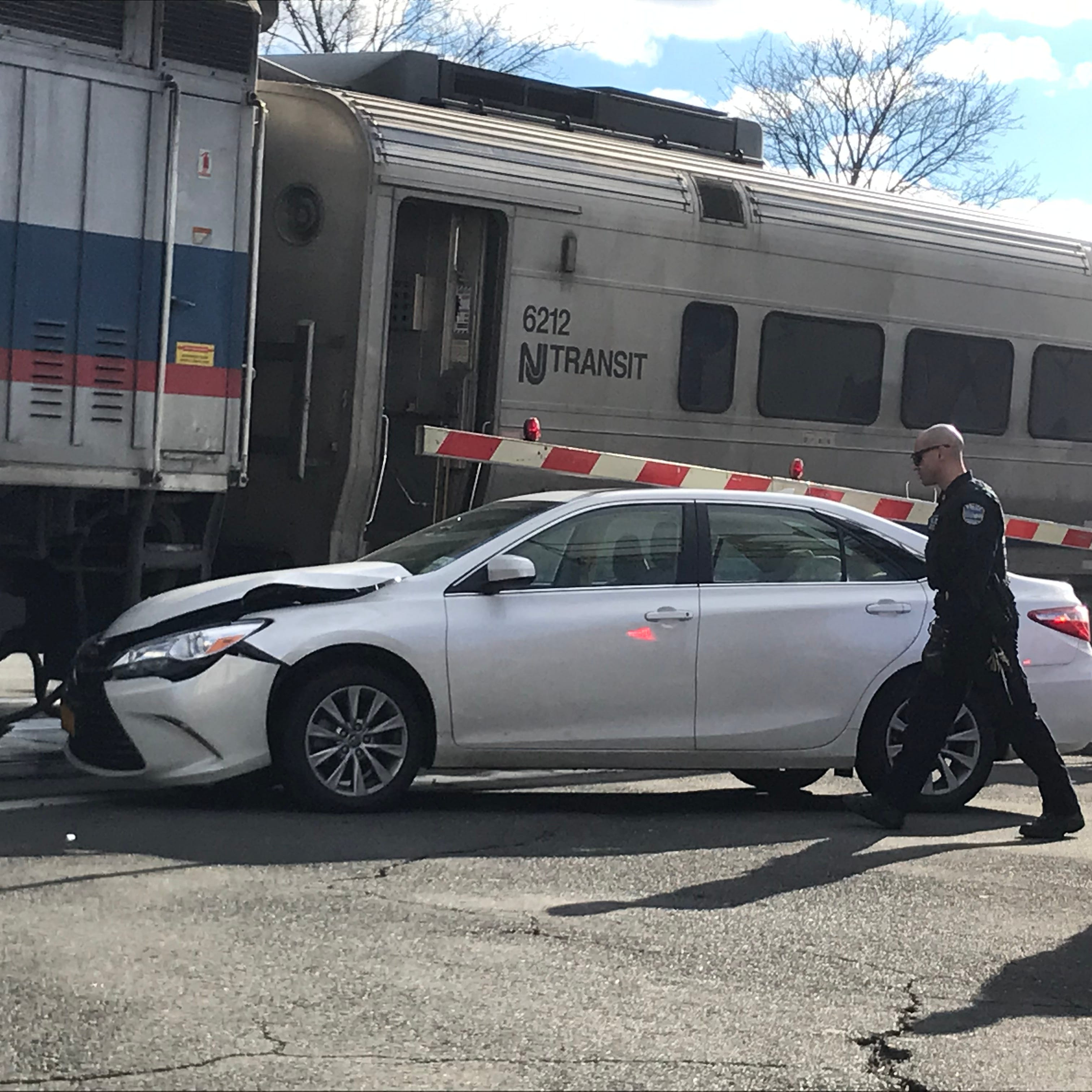 NJ Transit train hits car in Pearl River; Pascack Valley Line service resumes