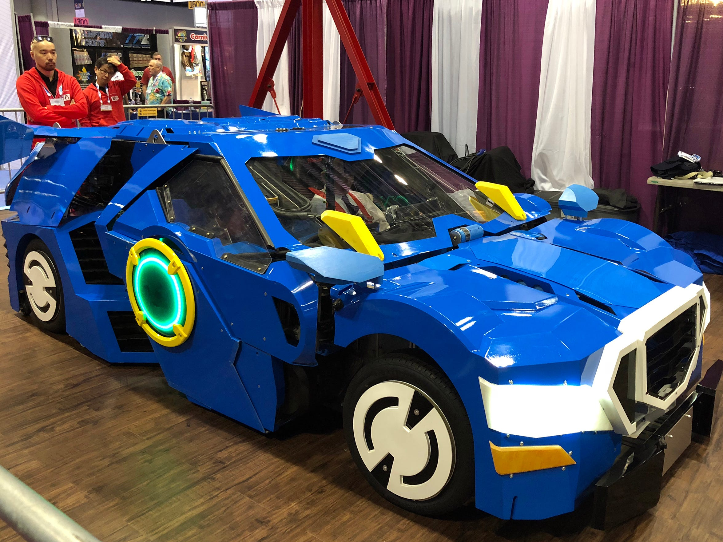 Sansei Technologies demonstrated J-Deite, a prototype of an actual, full-sized car that converts into a larger-than-life robot.
