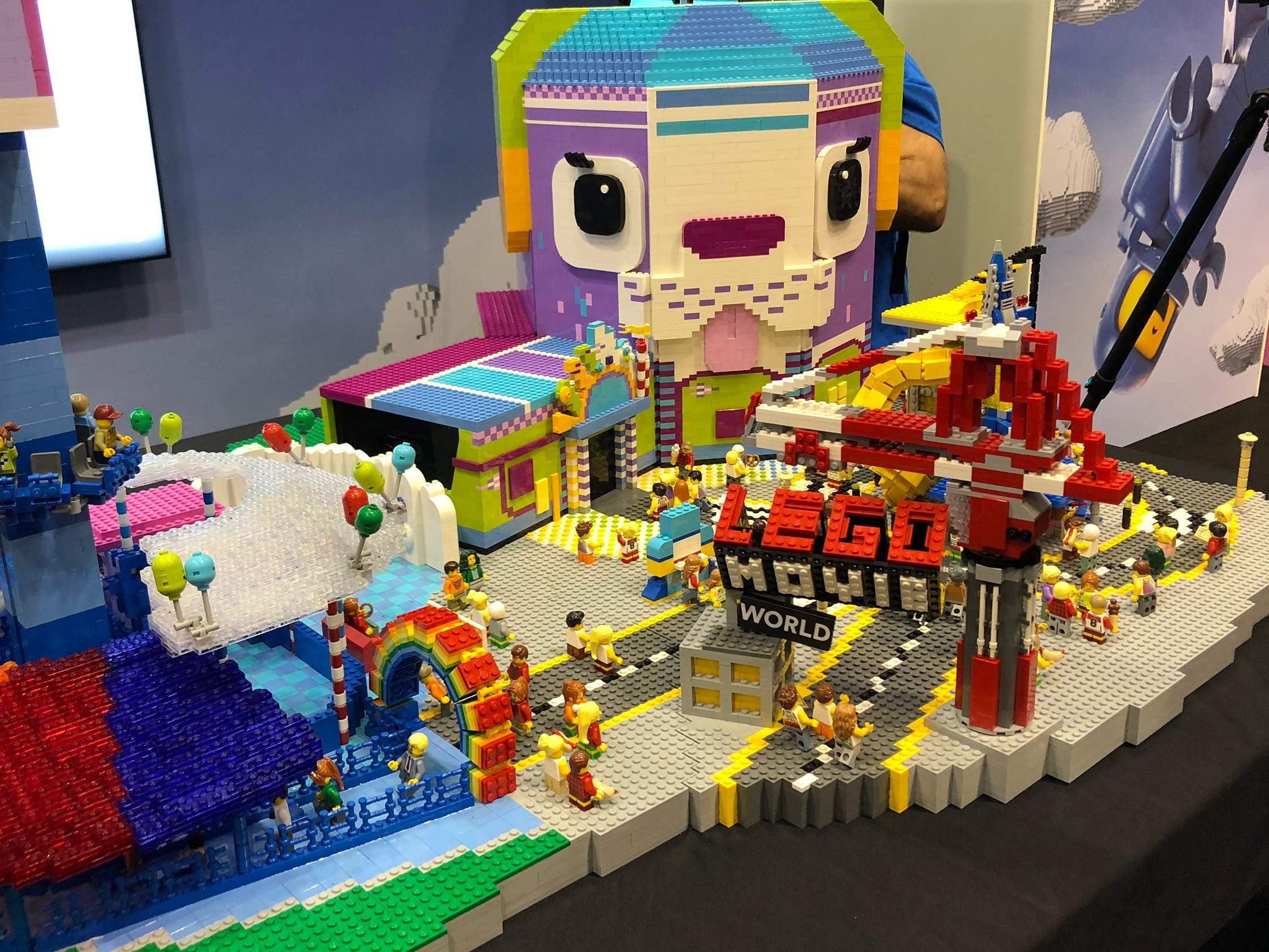 Legoland Florida will be taking visitors airborne when it opens the Lego Movie Masters of Flight ride in early spring of 2019. It will be part of a new Lego Movie World land that will bring the quirky characters from the popular and wildly funny films to life.