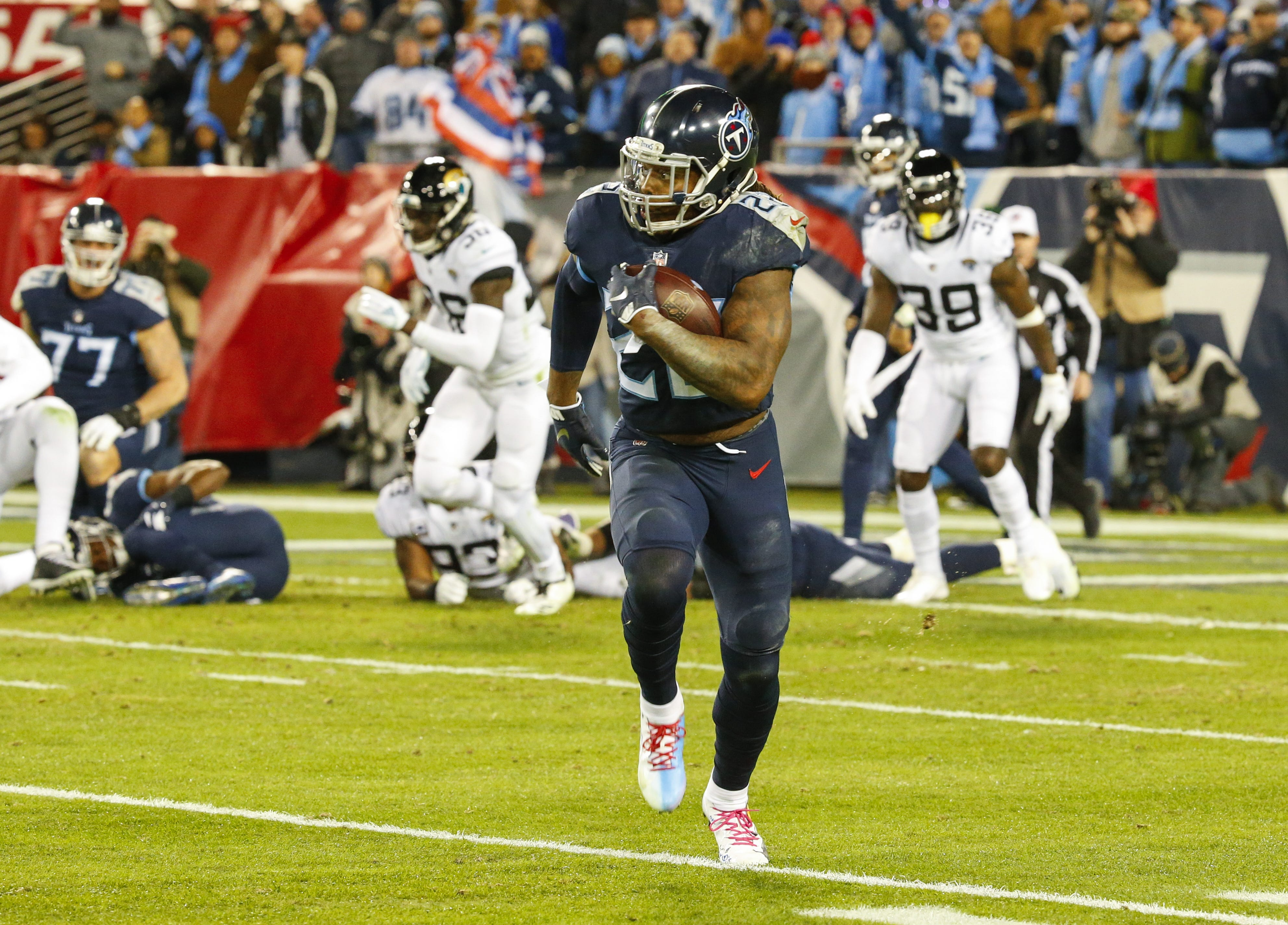 Derrick Henry ties Tony Dorsett's NFL record with 99-yard TD run vs. Jaguars