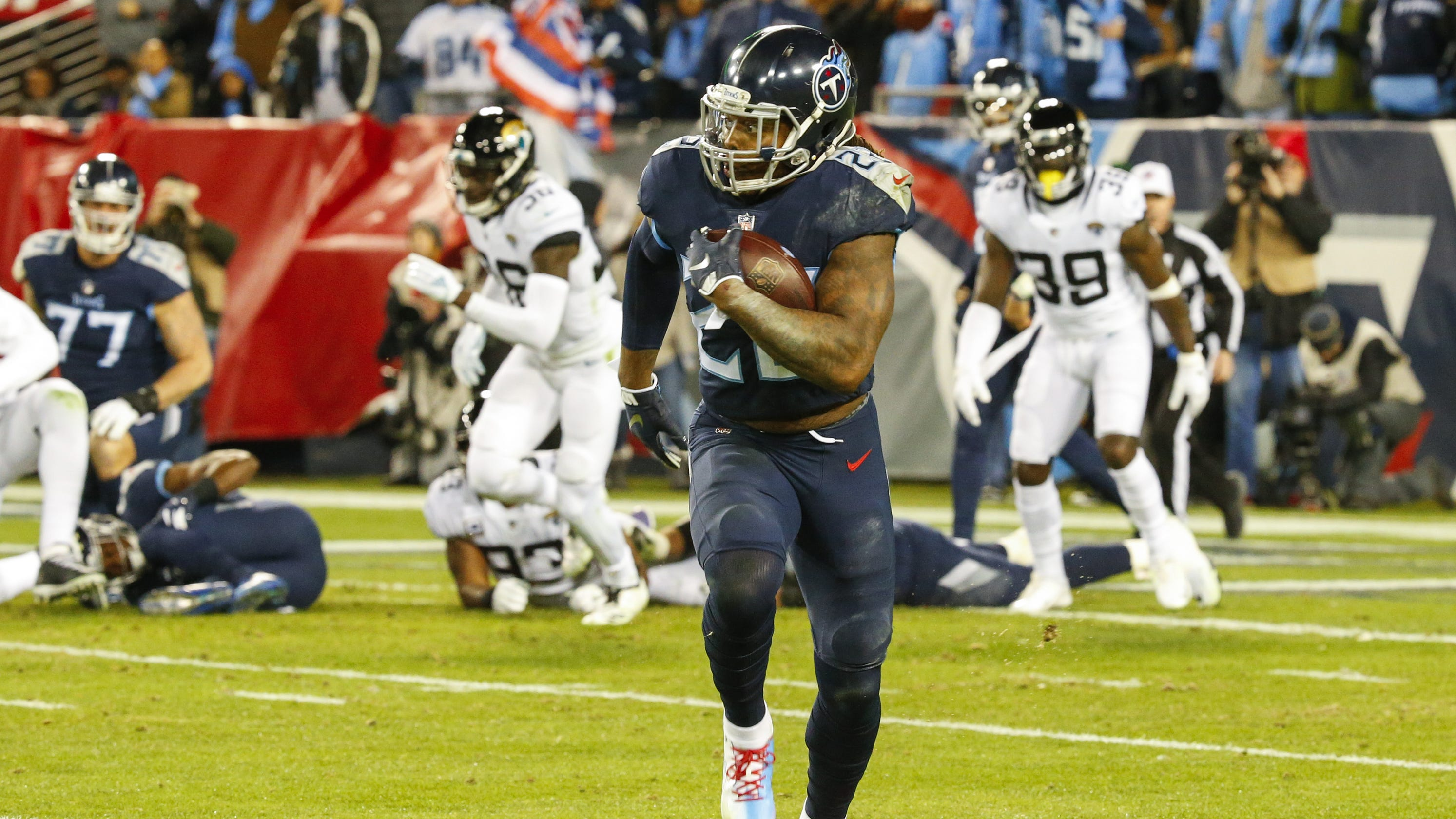 feff2c16479 Derrick Henry ties Tony Dorsett s NFL record with 99-yard TD run in win  over Jaguars