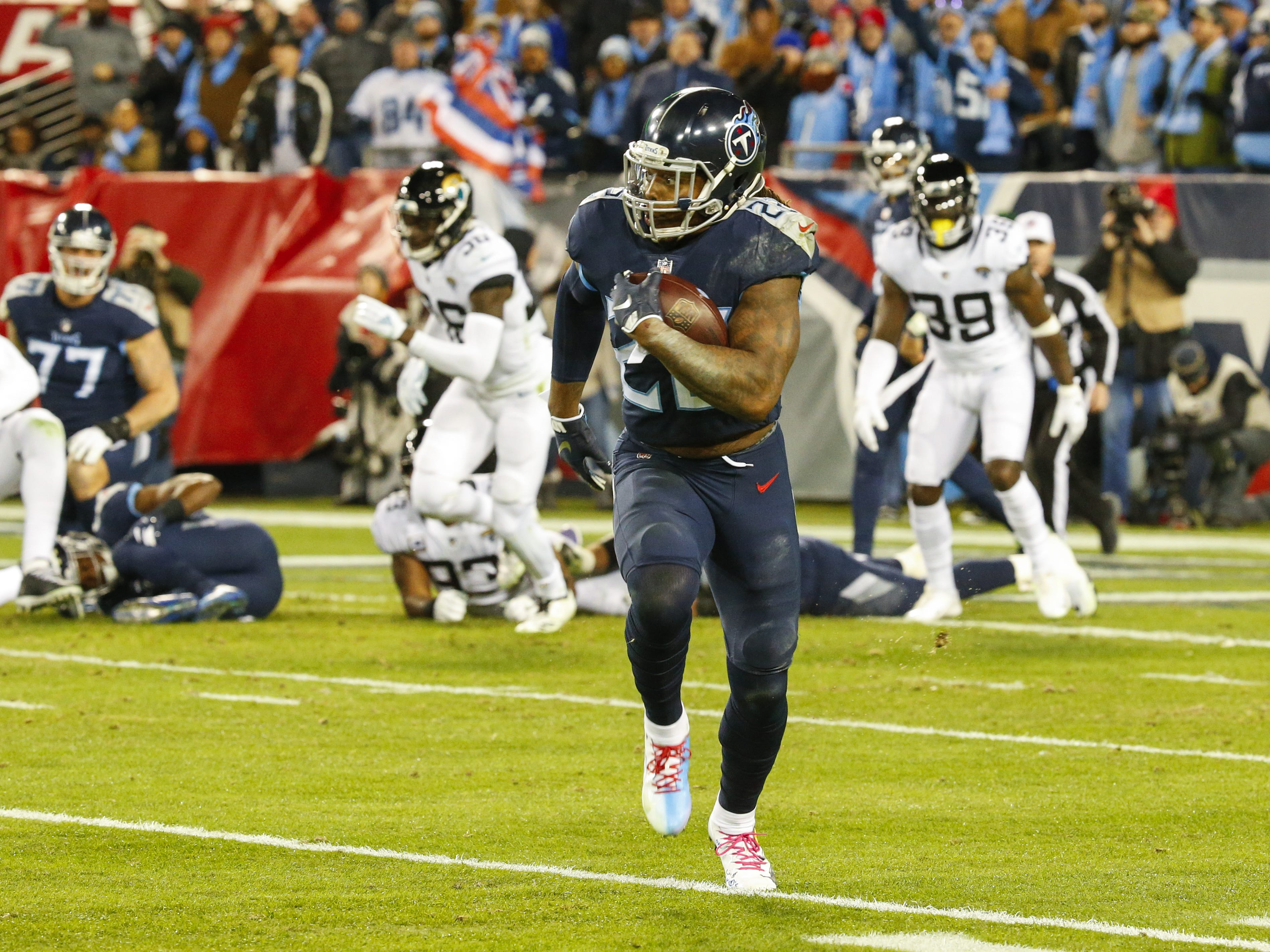 Derrick Henry runs downfield for a 99-yard touchdown against the Jacksonville Jaguars at Nissan Stadium.