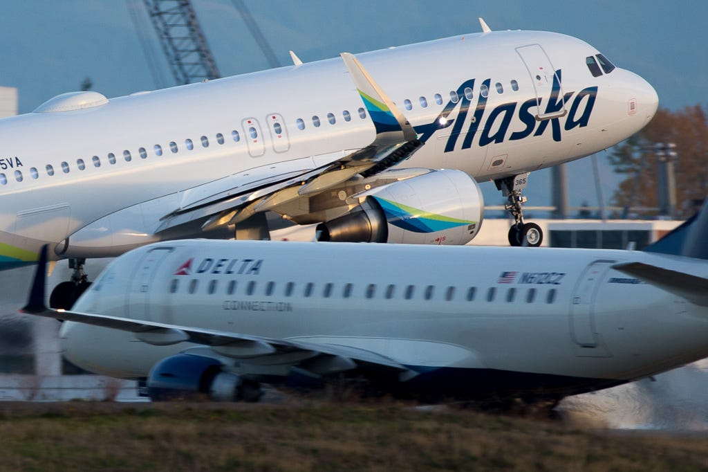 Man climbs on wing of Alaska Airlines plane departing Las Vegas airport, takes off shoes and socks