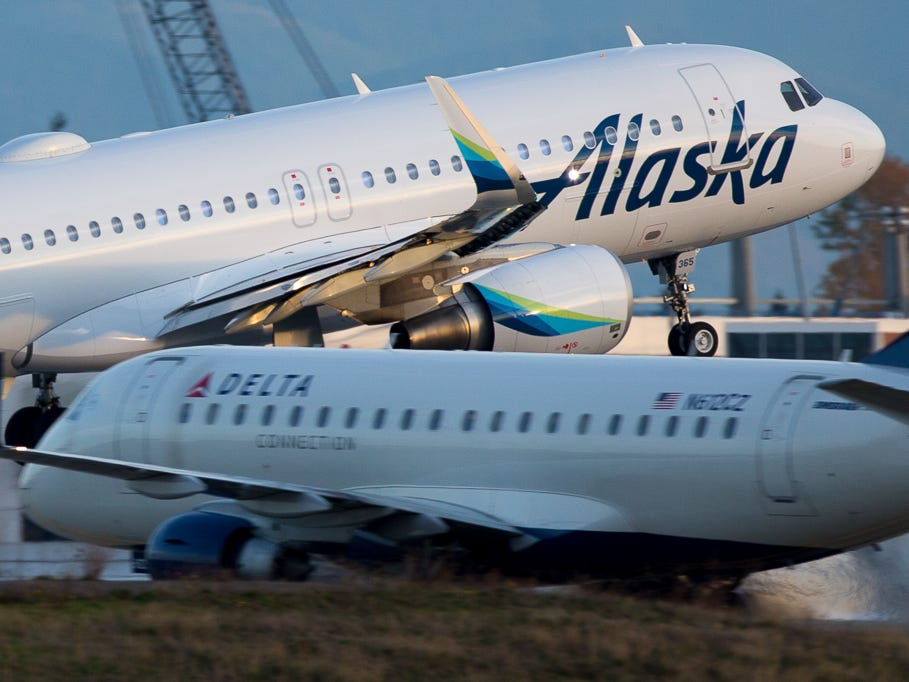 An Alaska Airlines Airbus A320 takes off from Seattle-Tacoma International Airport in November 2018.