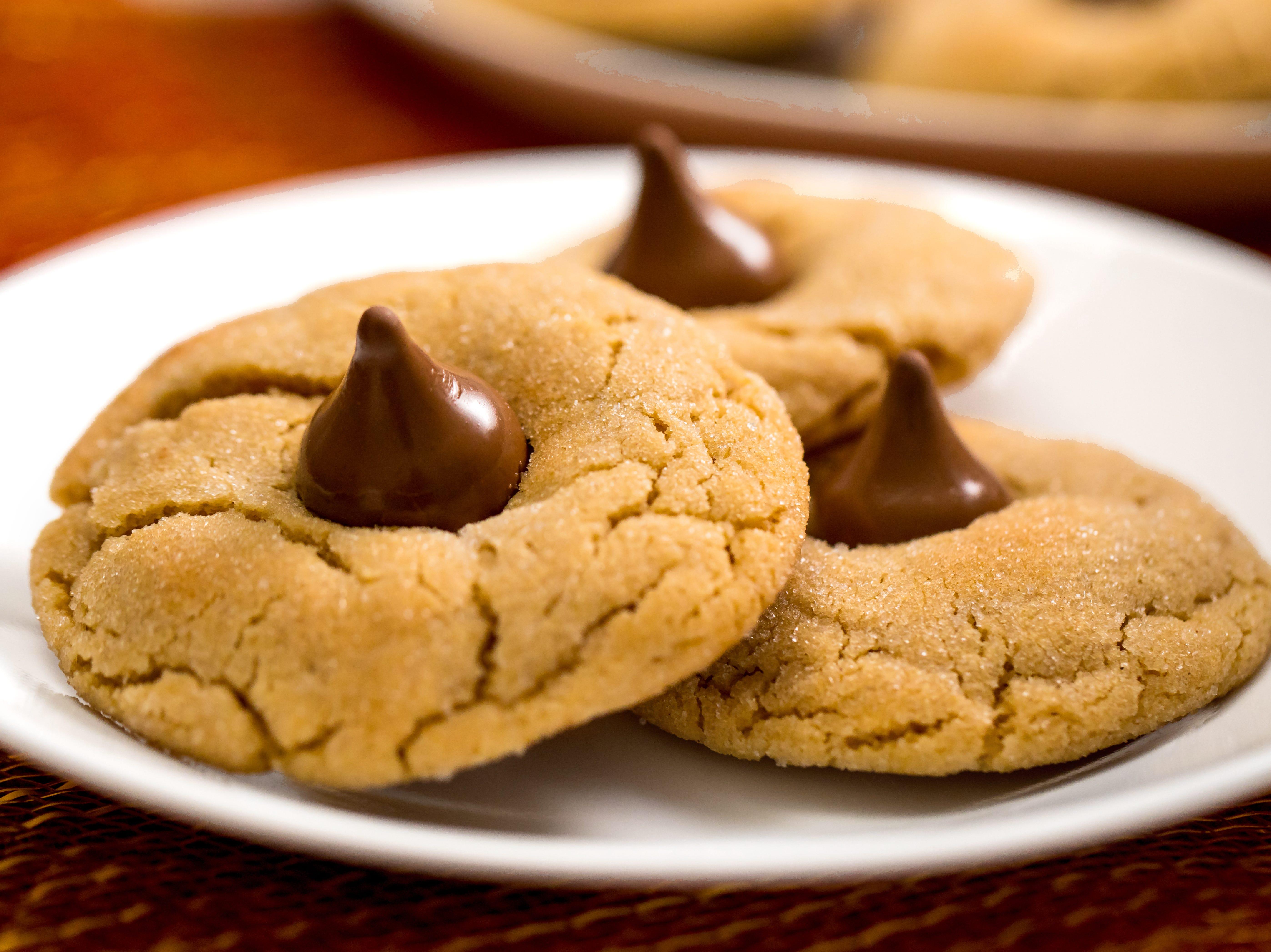 Caramel-peanut butter cookie kisses