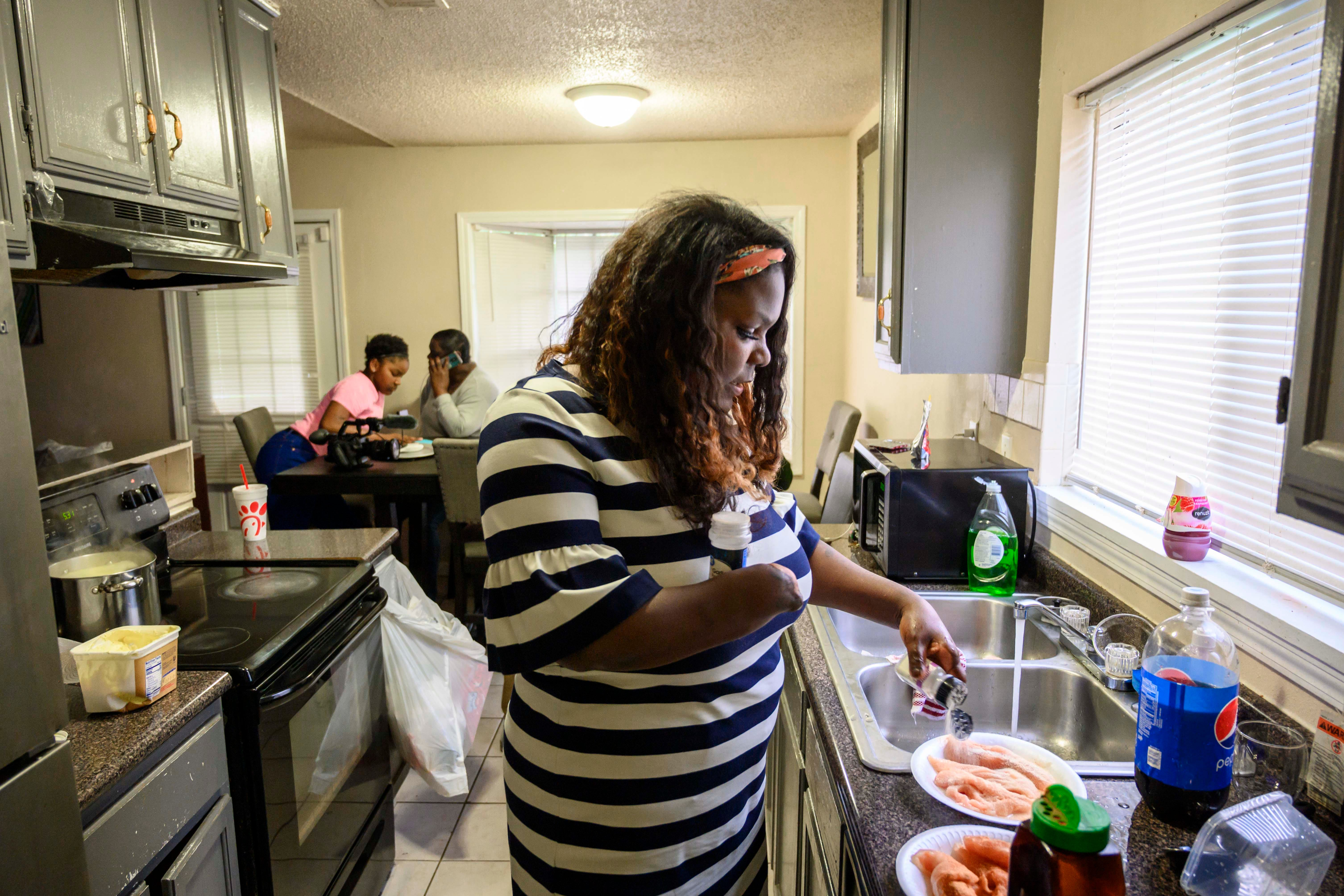Shantel Smith developed a pelvic infection and gangrene after the delivery of her stillborn son in 2011. She had to learn how to walk, drive and do basic tasks like making dinner for her family after she needed amputations to her hands and legs to save her life.