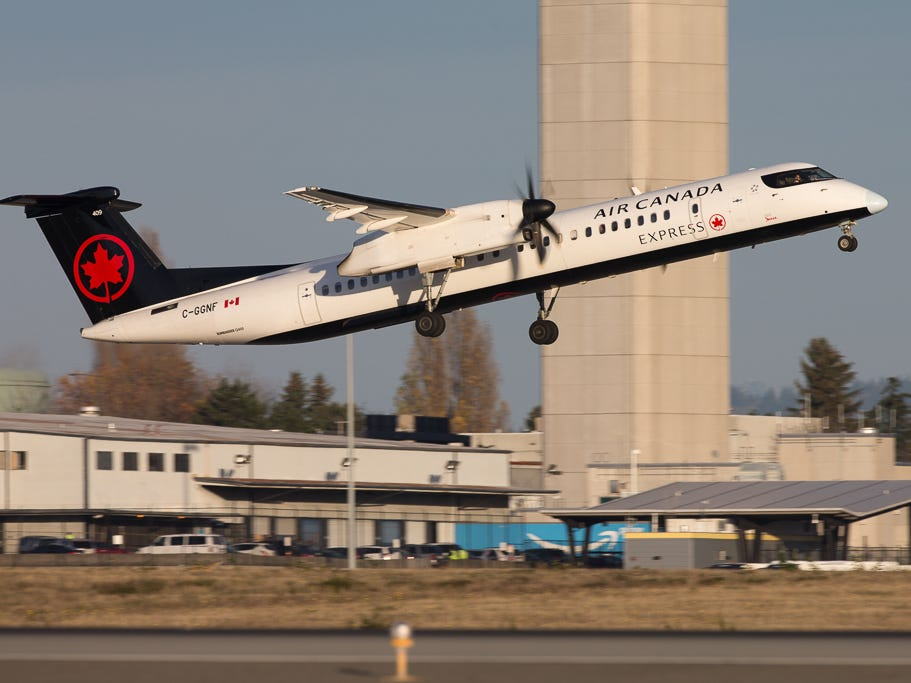 Bearing the airline's new colors, an Air Canada Express Bombardier Q400 takes off from Seattle-Tacoma International Airport in November 2018.