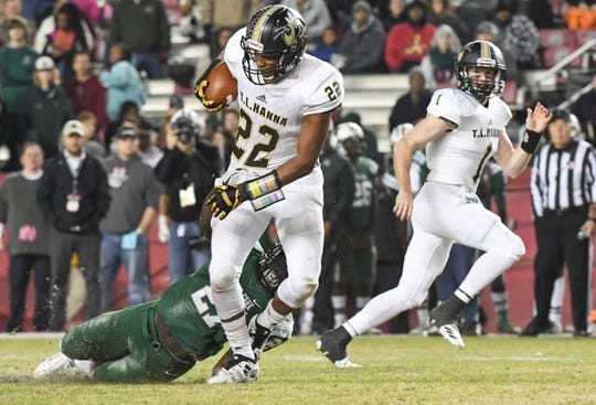 TL Hanna senior Jaydon McKinney (22) runs by Dutch Fork junior Dimarco Johnson (27) during the 2018 Class AAAAAA playoffs.