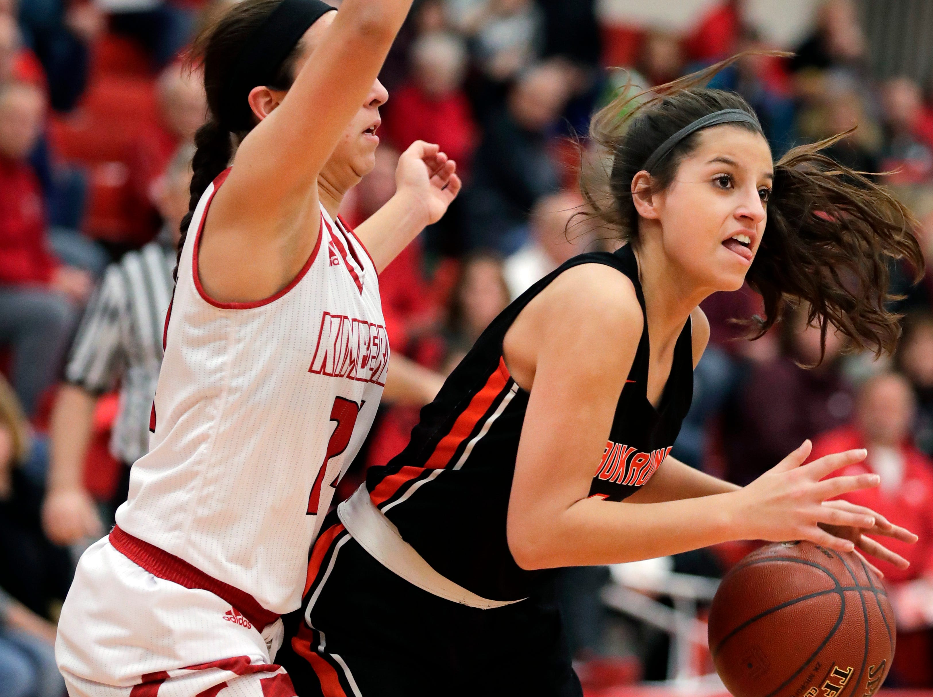 Kimberly High School's Shea Dechant tries to cover Kaukauna High School's Sutten Ebben Friday, Dec. 7, 2018, in Kimberly, Wis.