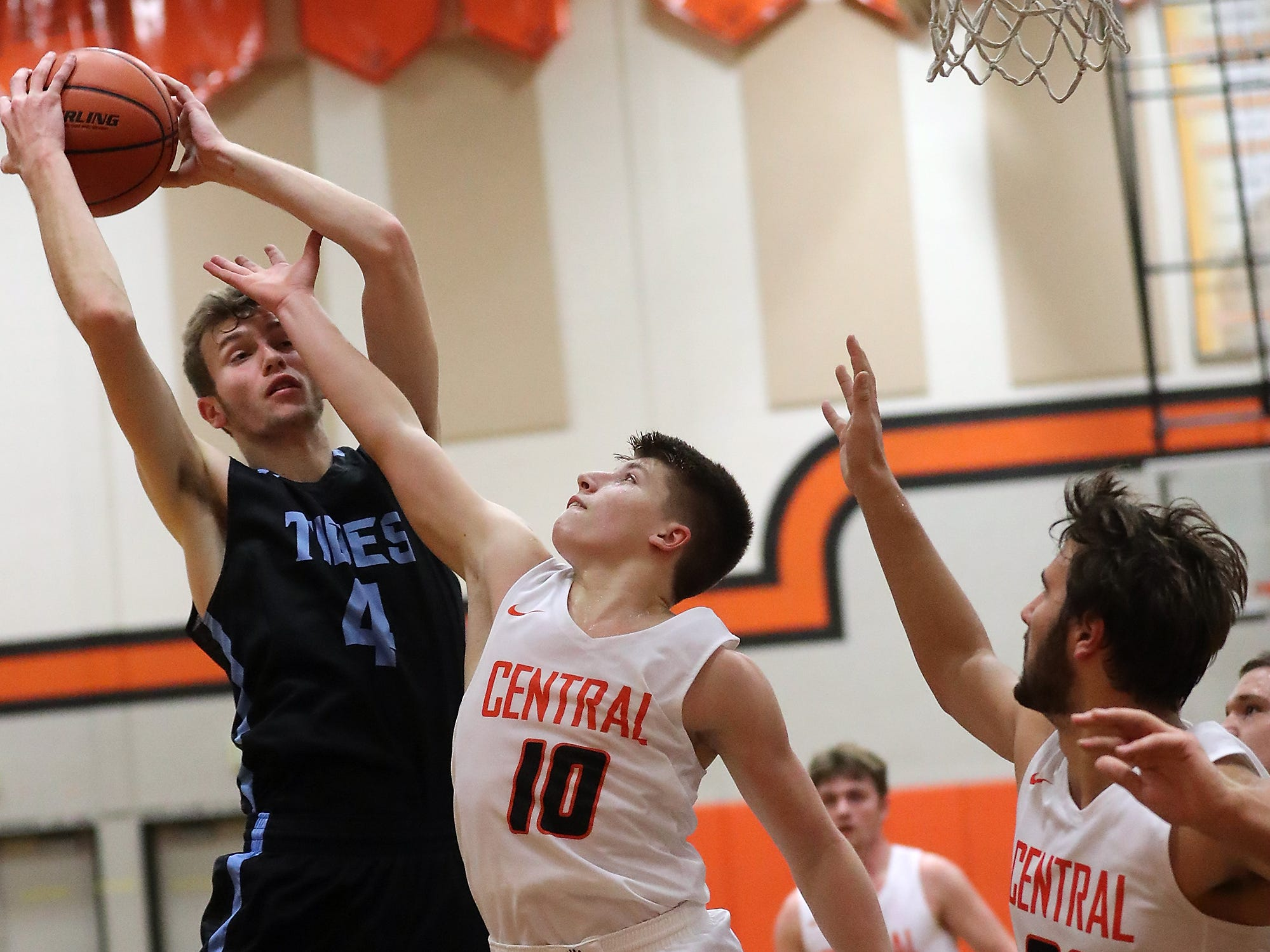 Central Kitsap vs Gig Harbor Boys Basketball in Silverdale on Friday, December 7, 2018.