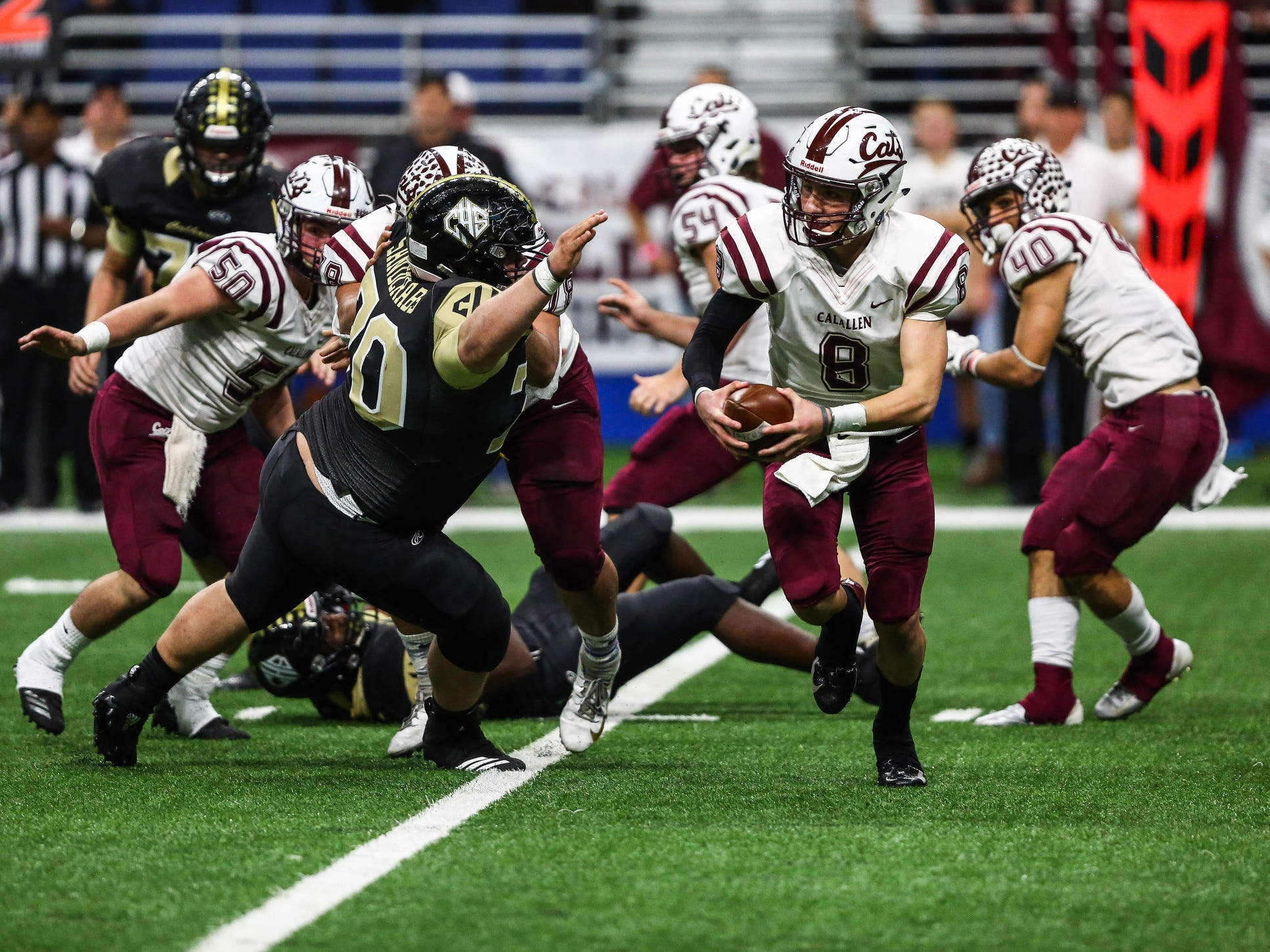 Calallen's Jarrett Garza runs the ball during Friday's game at the Alamodome.