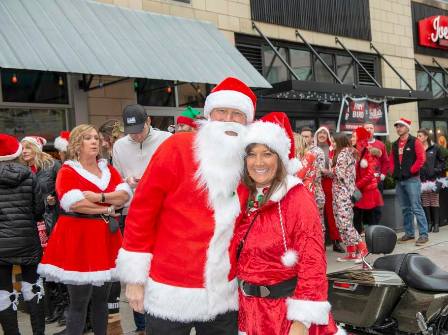 Cincinnati SantaCon 2018 brought hundreds of people dressed as Santa Claus and other Christmas characters to The Banks to spread good cheer and charity. Rob and Kathy.