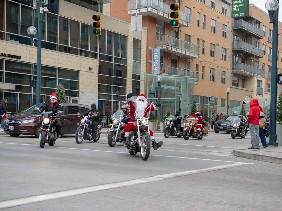 Cincinnati SantaCon 2018 brought hundreds of people dressed as Santa Claus and other Christmas characters to The Banks to spread good cheer and charity. Jerry Frazier leads the 2018 Sana Ride.