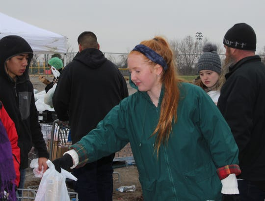 Lead United student president Sarah Lange helps with the Manna Cafe food distribution on Sat., Dec. 8.