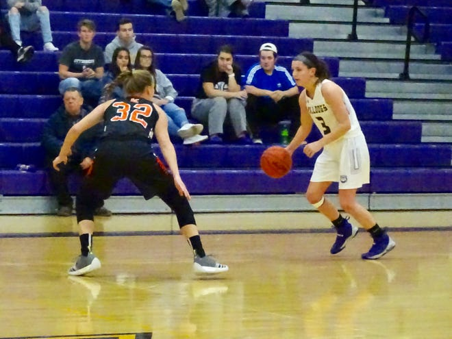 Bloom-Carroll's Makenzee Mason brings the ball up the court against Amanda-clearcreek's Alyssa Evans during Friday's Mid-State League-Buckeye Division game. The Aces won, 50-38.