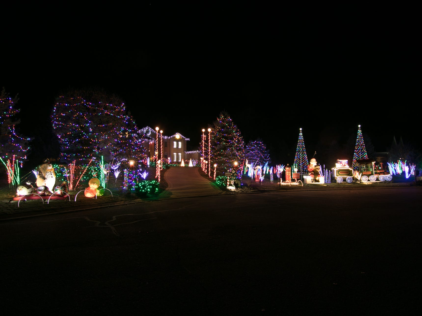 3382 Hilton Pointe, Brighton Twp., the home of Ron Borgman, shown Tuesday, Dec. 4, 2018. The gates to the subdivision are open from 6:30-9:30 p.m. during the holidays for viewing the lights. Vote on your favorite home by emailing gbenedict@livingstondaily.com by midnight of Jan. 2, 2019.
