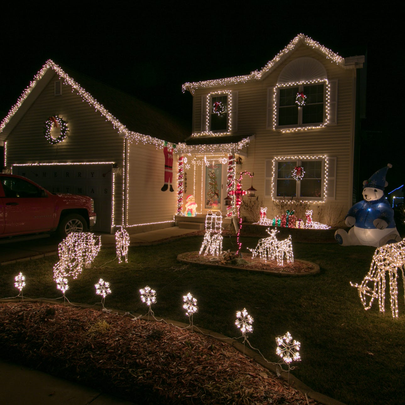 Explore and vote for your favorite Christmas lights in Livingston County