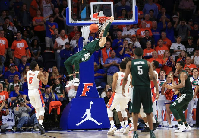 Michigan State'a Kyle Ahrens dunks with 9 seconds left to clinch a 63-59 win over Florida on Saturday.