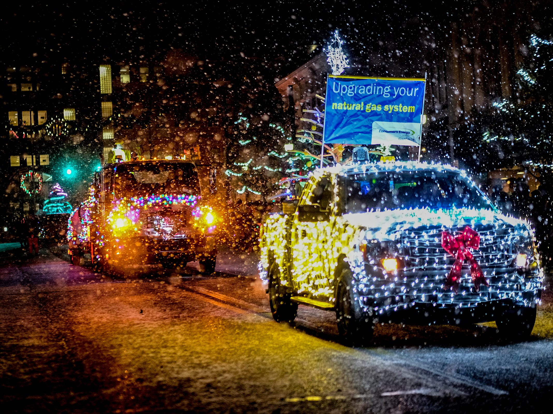 The snow really started to come down during the Annual Festival of Lights and Santa Parade Friday, Dec, 7, 2018.