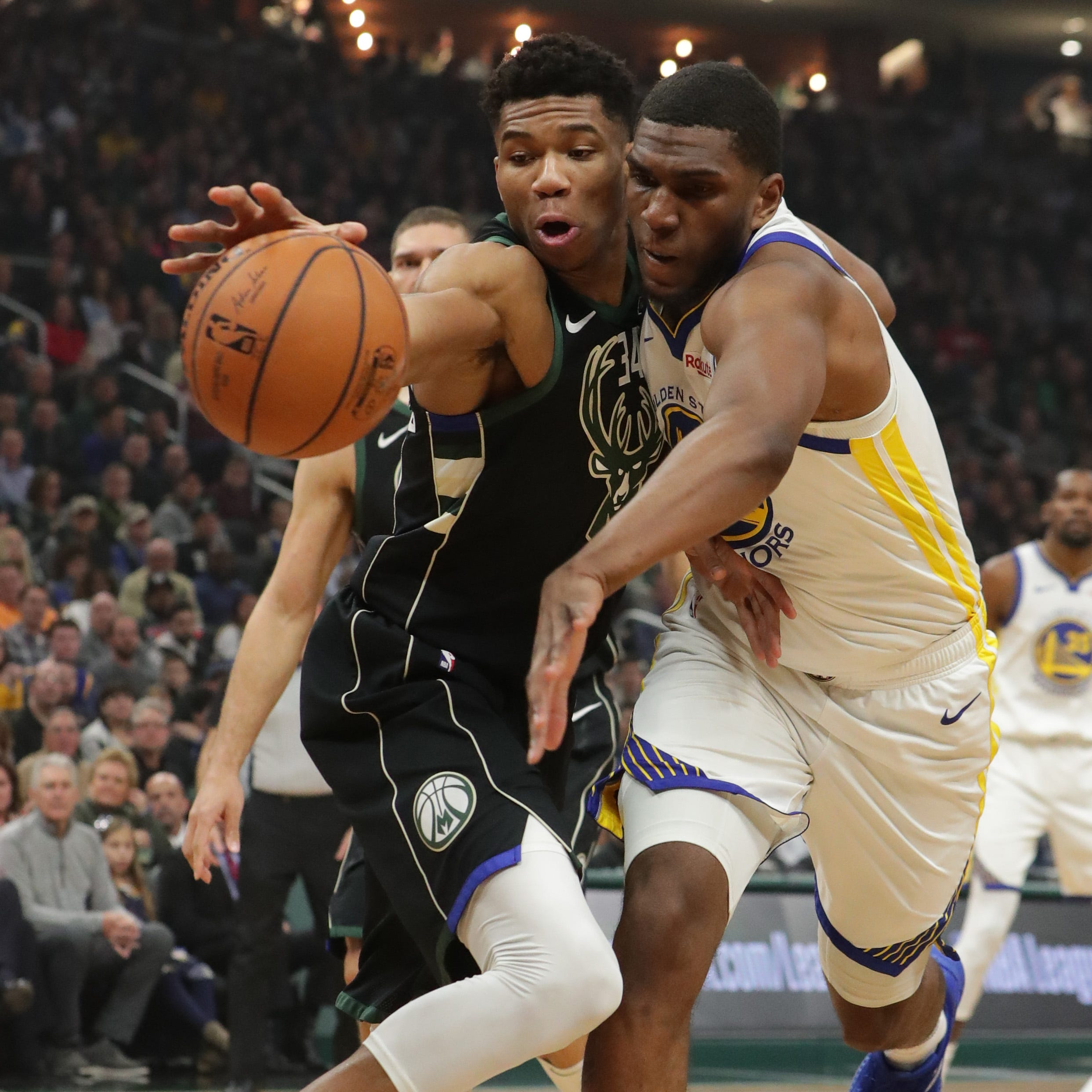 Warriors 105, Bucks 95: Throwing up enough bricks to build another arena