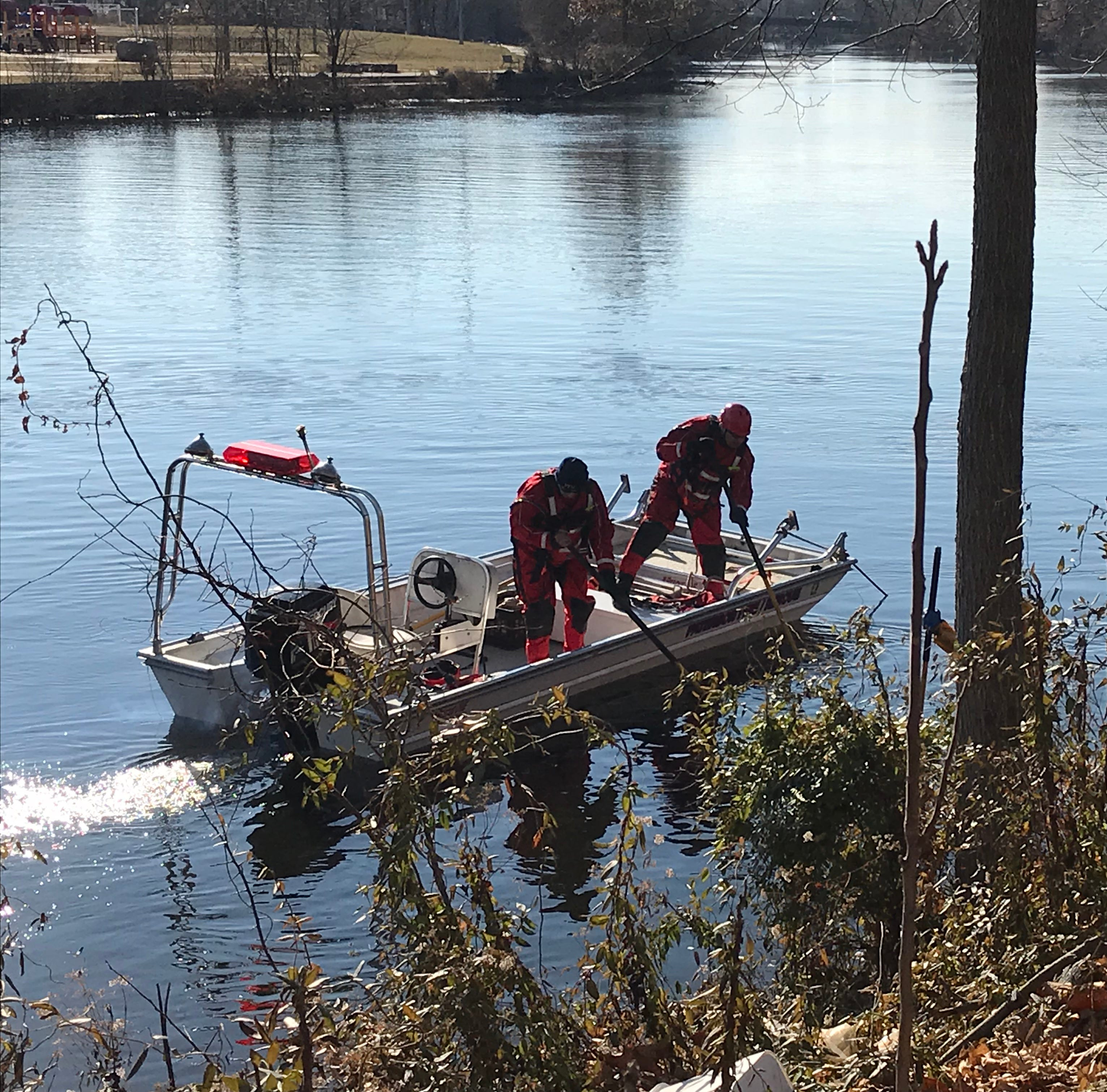 Family escapes after car plunges into Passaic River in Paterson