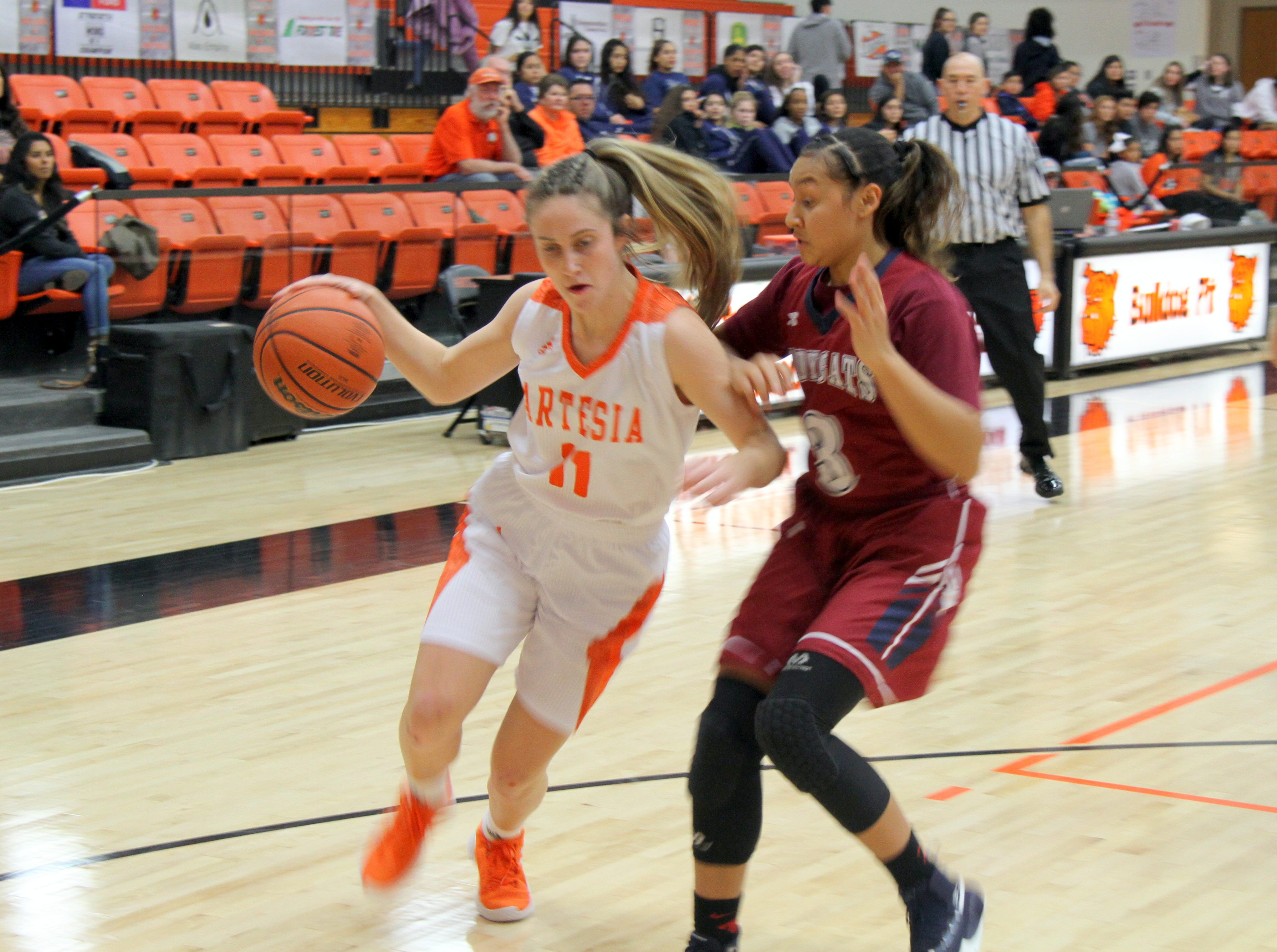 Makinli Taylor gets physical with Deming during Friday's second round of the Artesia Tournament of Champions.