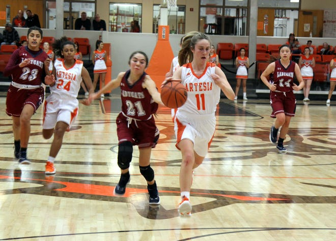 Makinli Taylor avoids a Deming defender during Friday's second round of the Artesia Tournament of Champions.