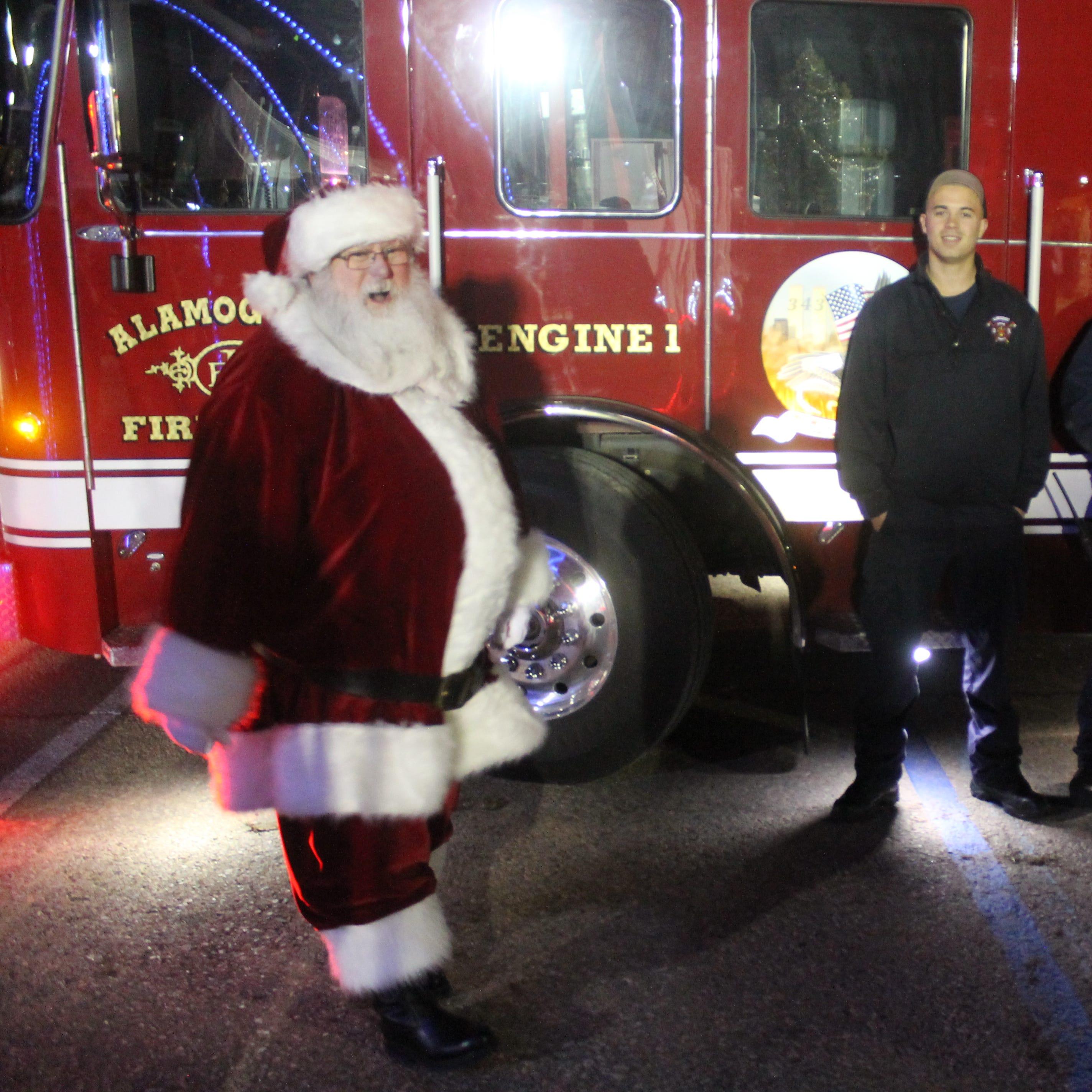 Alamogordo celebrates Christmas with tree lighting ceremony