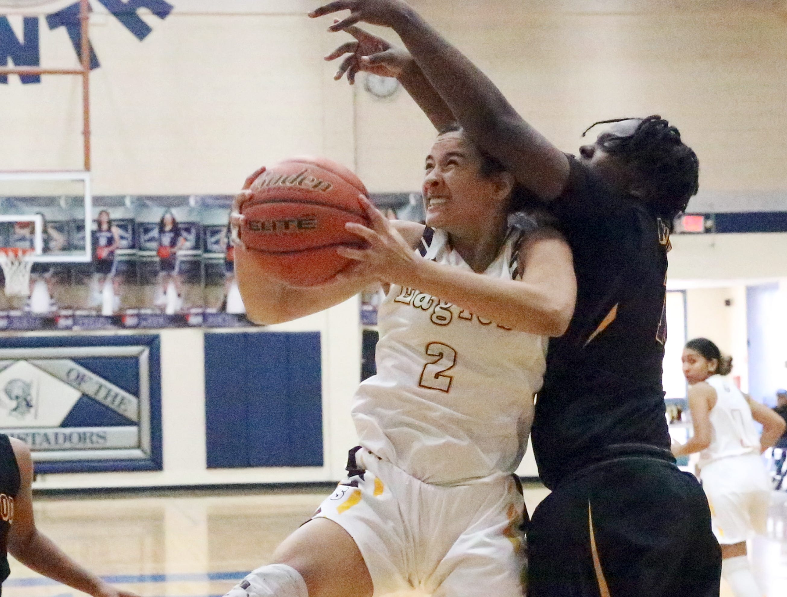 Andress - Lynwood battle during title game at McDonald's Classic