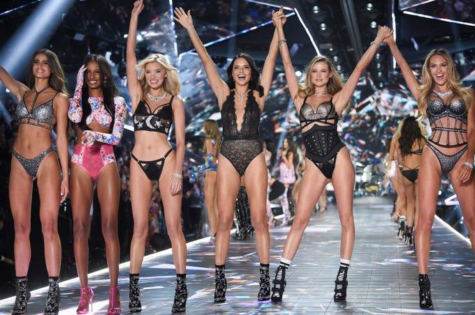 Elsa Hosk Kendall Jenner Candice Swanepoel At Victoria S Secret Show