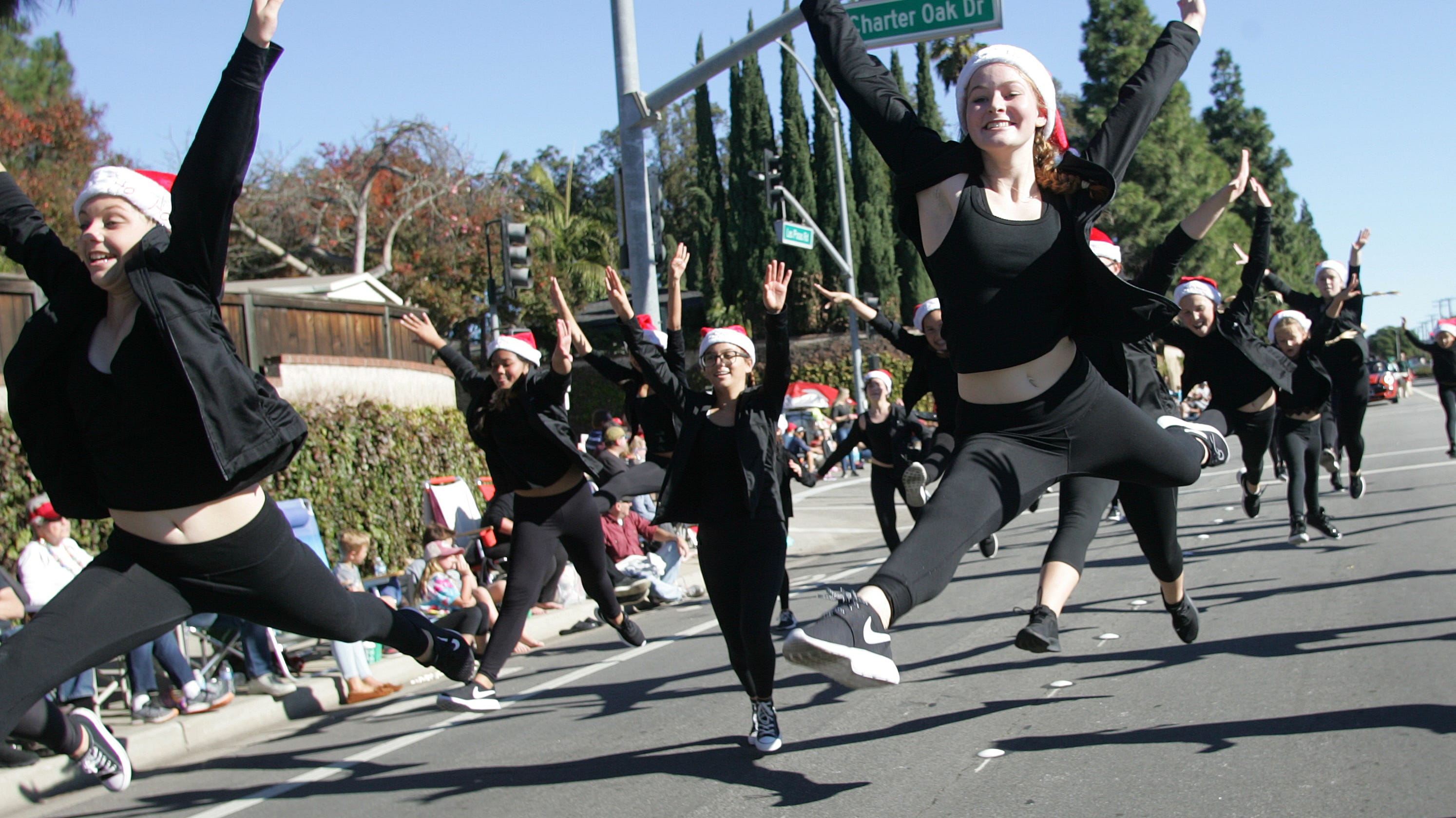 Camarillo Christmas Parade.Christmas Merriment Goes On Parade In Camarillo