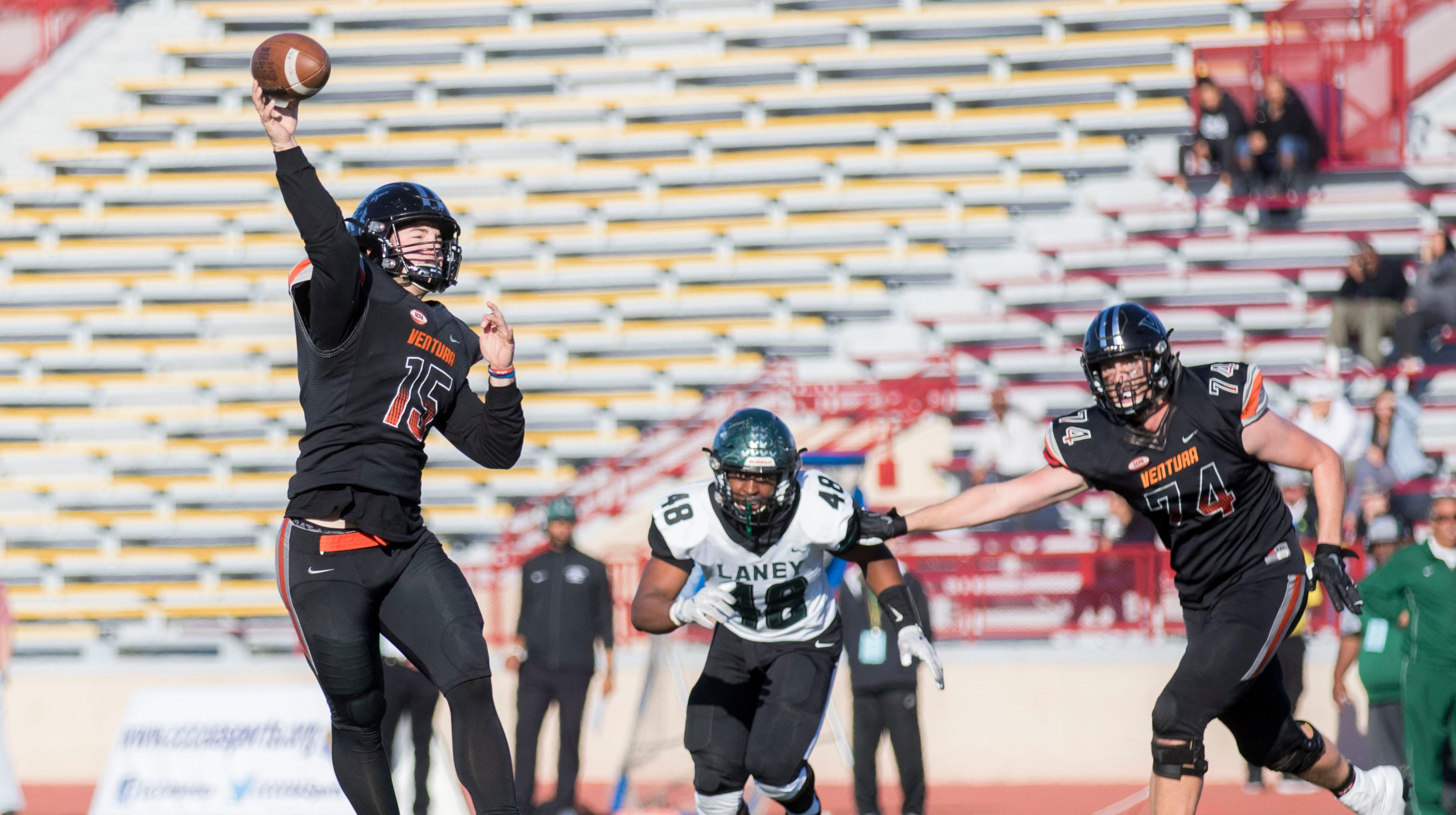 Ventura College Football Can T Complete Comeback In State Final Game