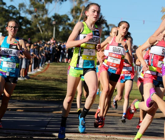 Mary Hennelly runs in tight pack during the 2018 girls Foot Locker Cross-Country National Championship in San Diego, CA.