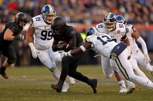 Army-Navy game  Black Knights beat Midshipmen for third straight year 5288e20c3