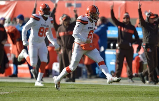 Cleveland Browns quarterback Baker Mayfield (6) celebrates after throwing a 51-yard touchdown during the first half of an NFL football game against the Carolina Panthers, Sunday, Dec. 9, 2018, in Cleveland.