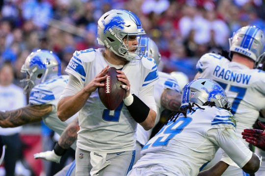 Detroit Lions quarterback Matthew Stafford looks to pass during the first half against the Arizona Cardinals at State Farm Stadium, Dec. 9, 2018.