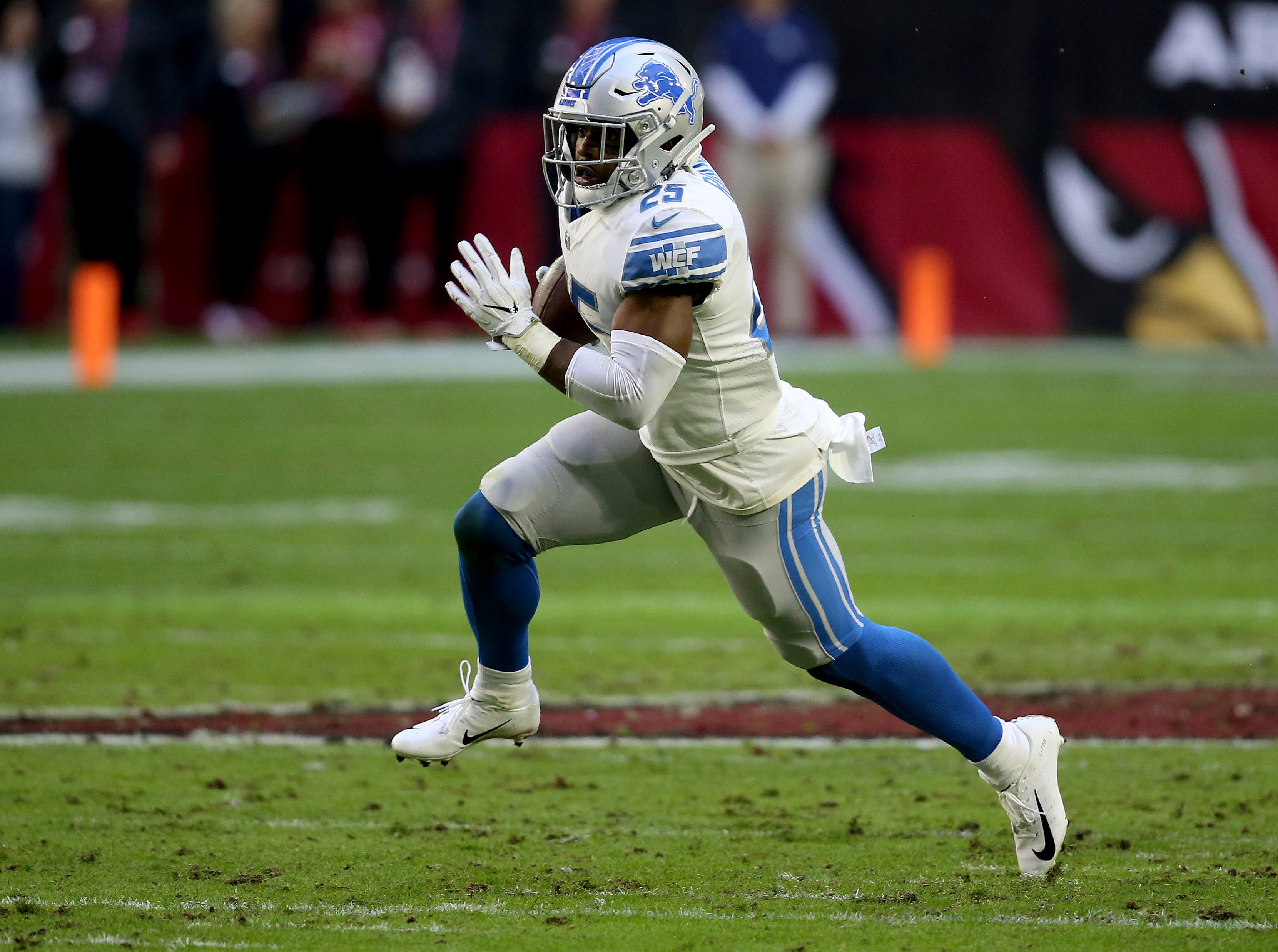 Detroit Lions running back Theo Riddick (25) runs against the Arizona Cardinals during the first half.
