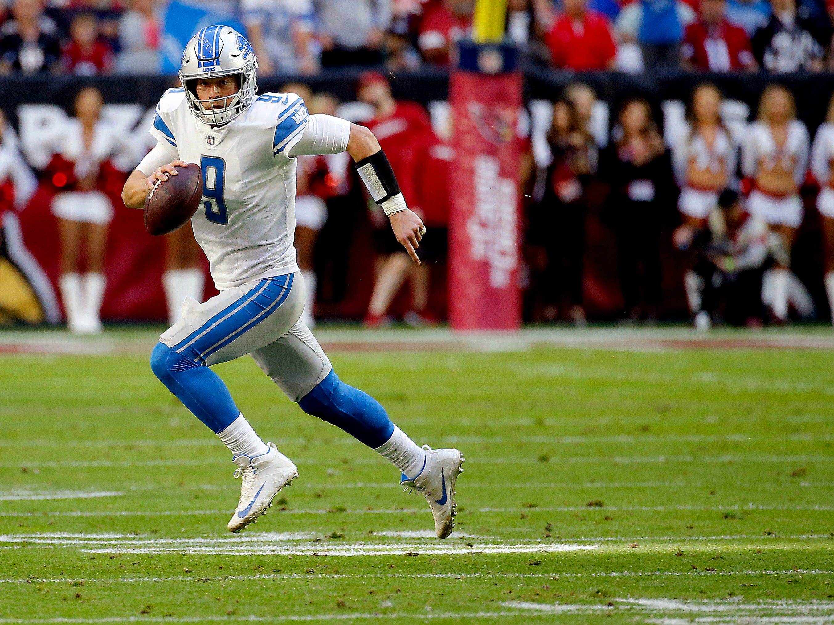 Detroit Lions quarterback Matthew Stafford (9) scrambles agasint the Arizona Cardinals during the first half.