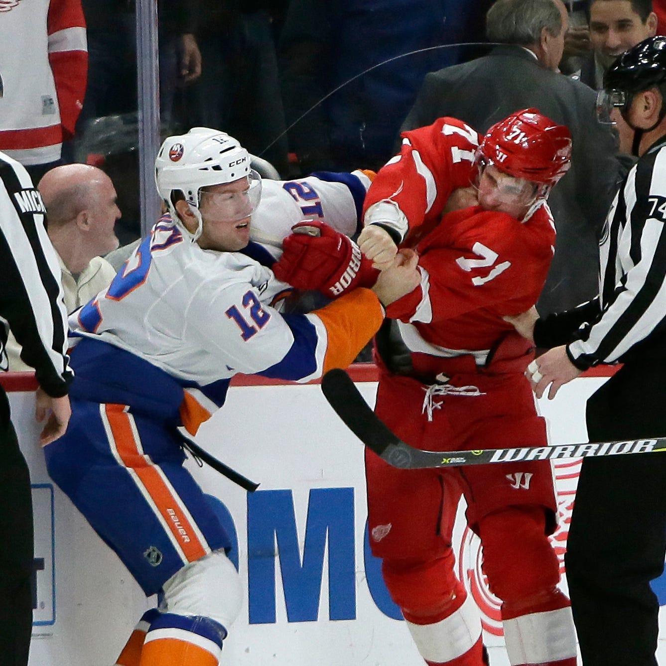Red Wings let 2-goal lead slip away, fall to Islanders