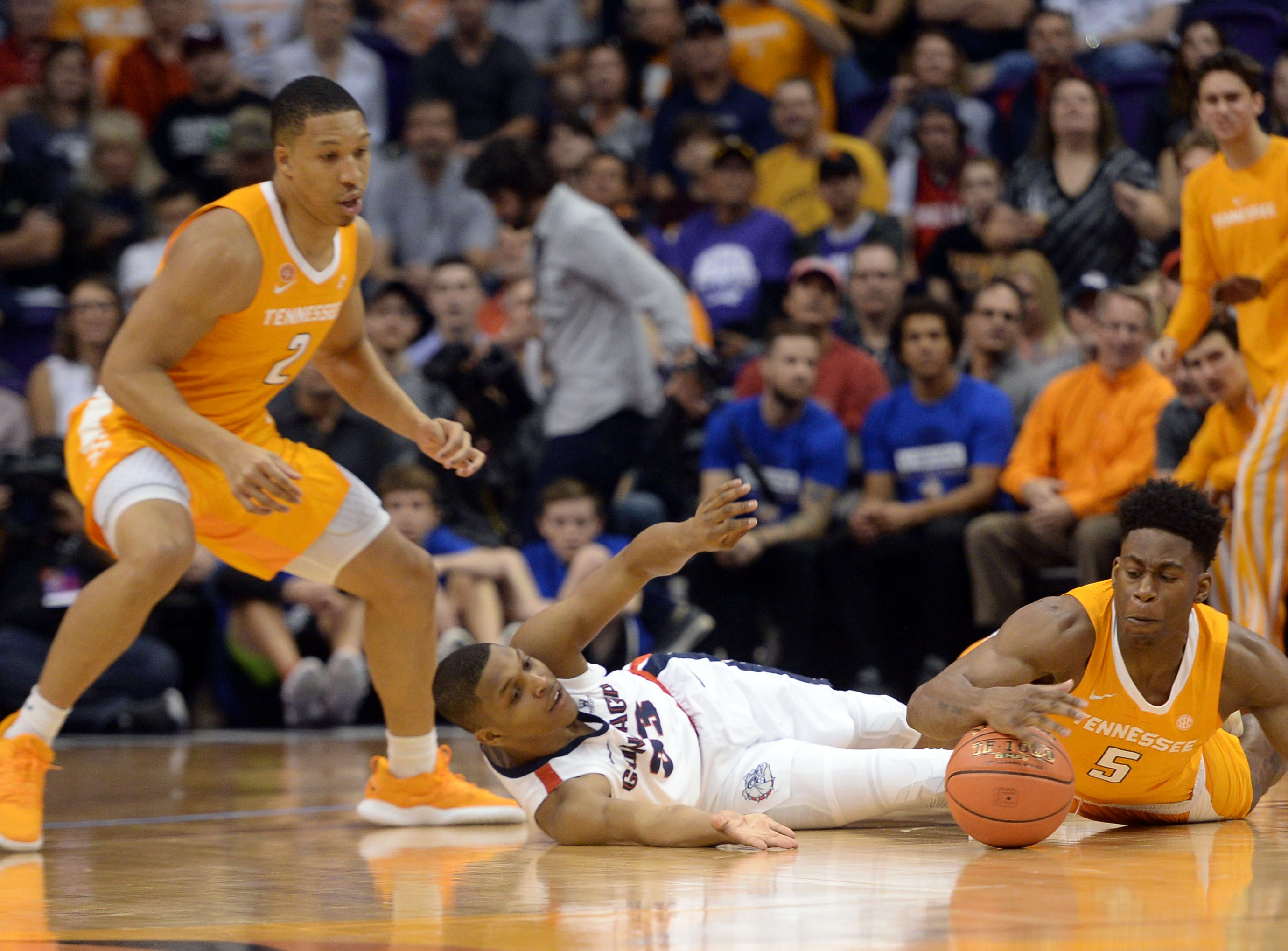 Dec 9, 2018; Phoenix, AZ, USA; Tennessee Volunteers guard Admiral Schofield (5) beats Gonzaga Bulldogs guard Zach Norvell Jr. (23) to a loose ball during the first half at Talking Stick Resort Arena.