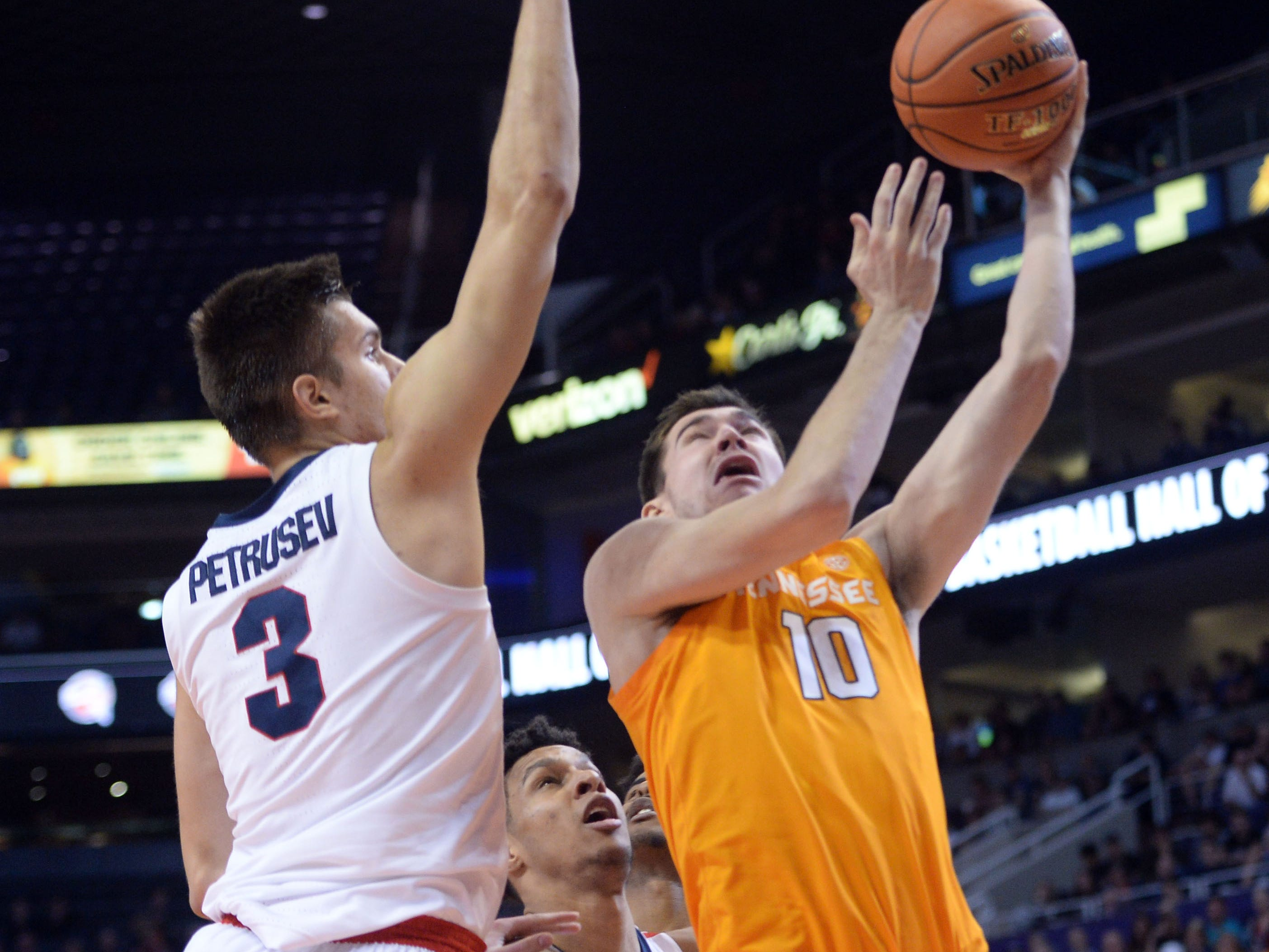 Dec 9, 2018; Phoenix, AZ, USA; Tennessee Volunteers forward John Fulkerson (10) shoots over Gonzaga Bulldogs forward Filip Petrusev (3) during the first half at Talking Stick Resort Arena.