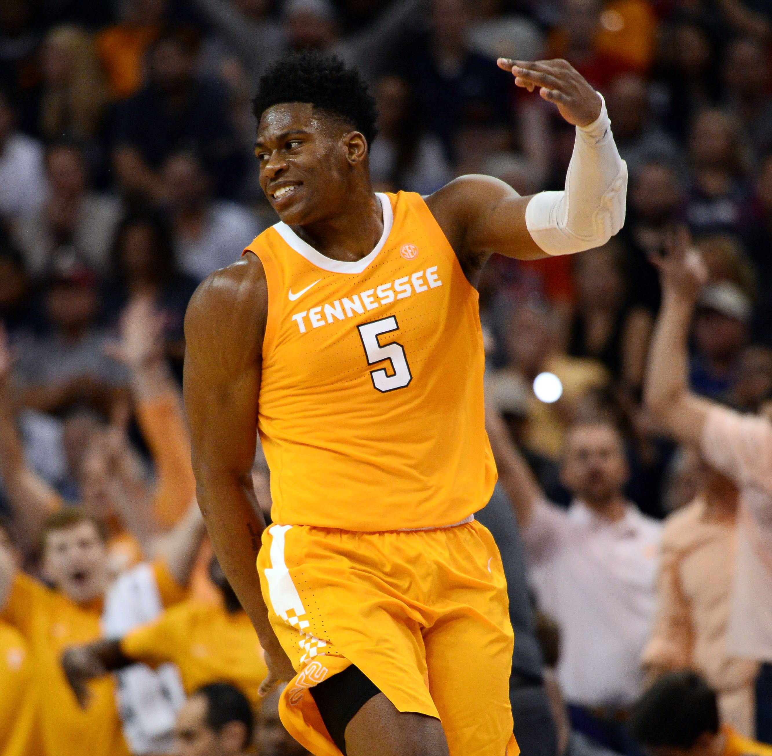 Admiral Schofield shoots UT Vols basketball to upset of No. 1 Gonzaga