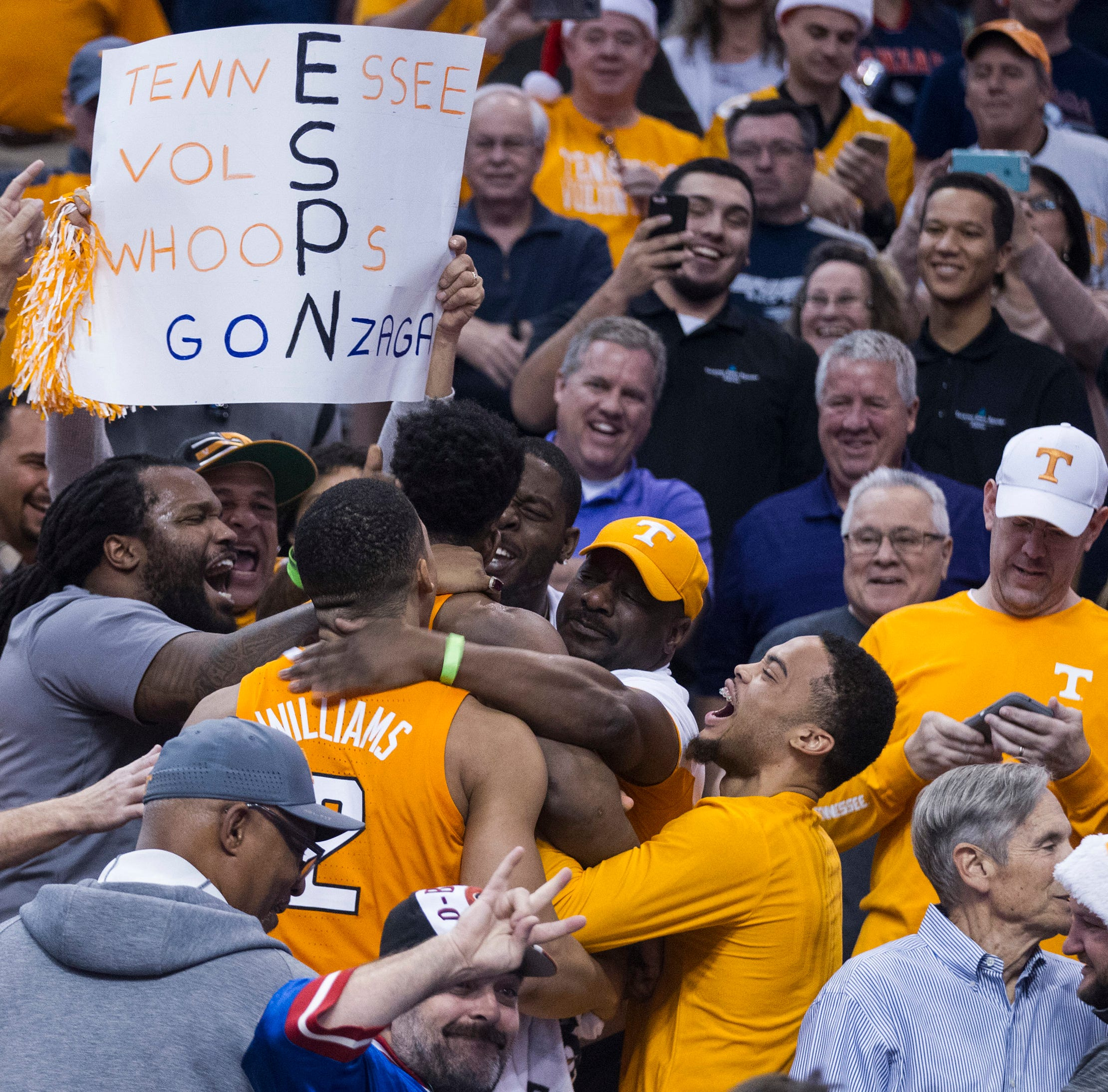 UT Vols fans welcome Tennessee basketball back to Knoxville after Gonzaga win