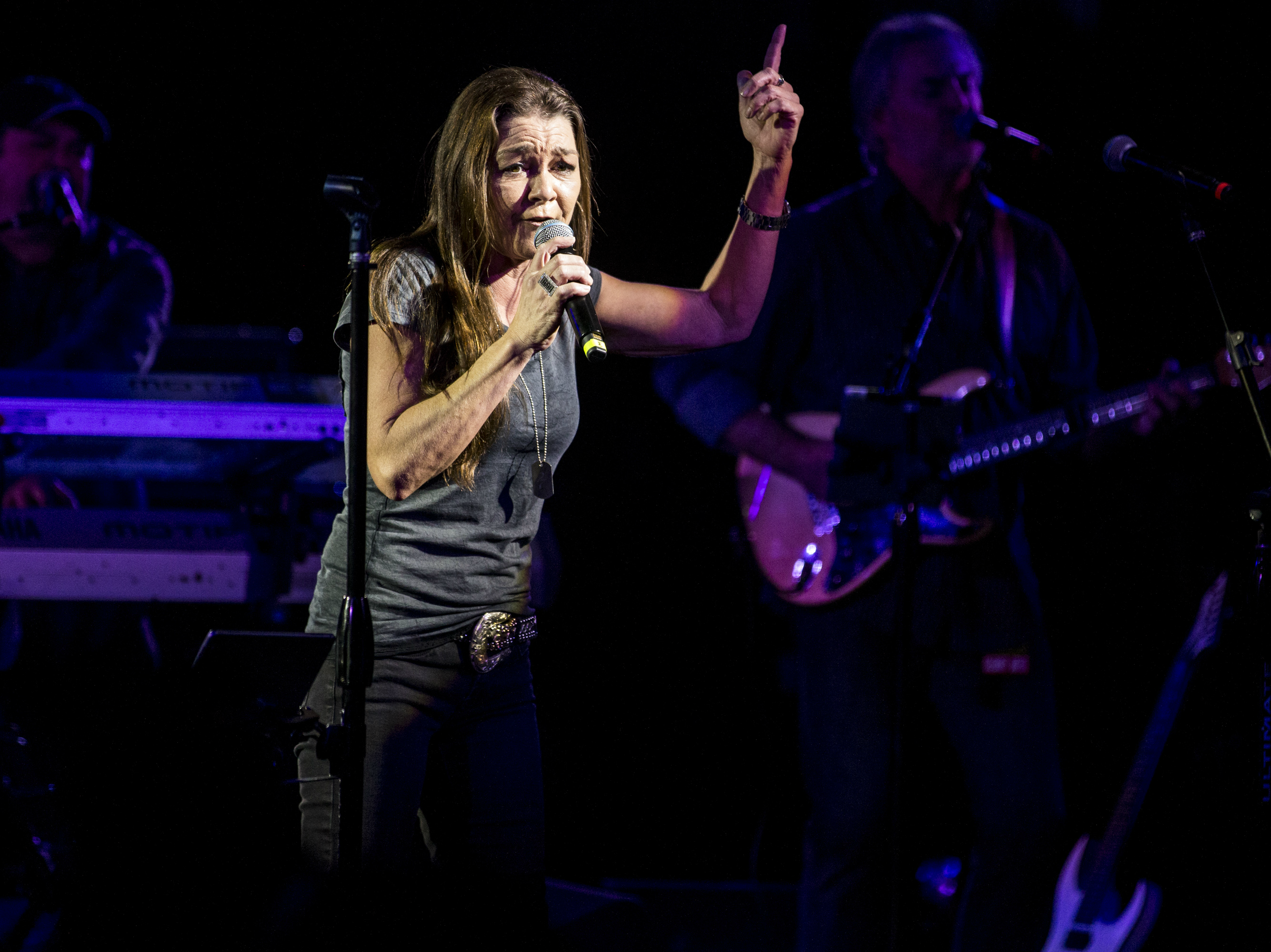 Gretchen Wilson performs during the 17th annual Alice Cooper's Christmas Pudding concert, Dec. 8, 2018, at Celebrity Theatre in Phoenix.