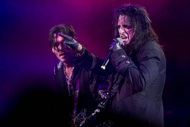 Alice Cooper of Hollywood Vampires performs during the 17th annual Alice Cooper's Christmas Pudding concert on Saturday, Dec. 8, 2018, at Celebrity Theatre in Phoenix.