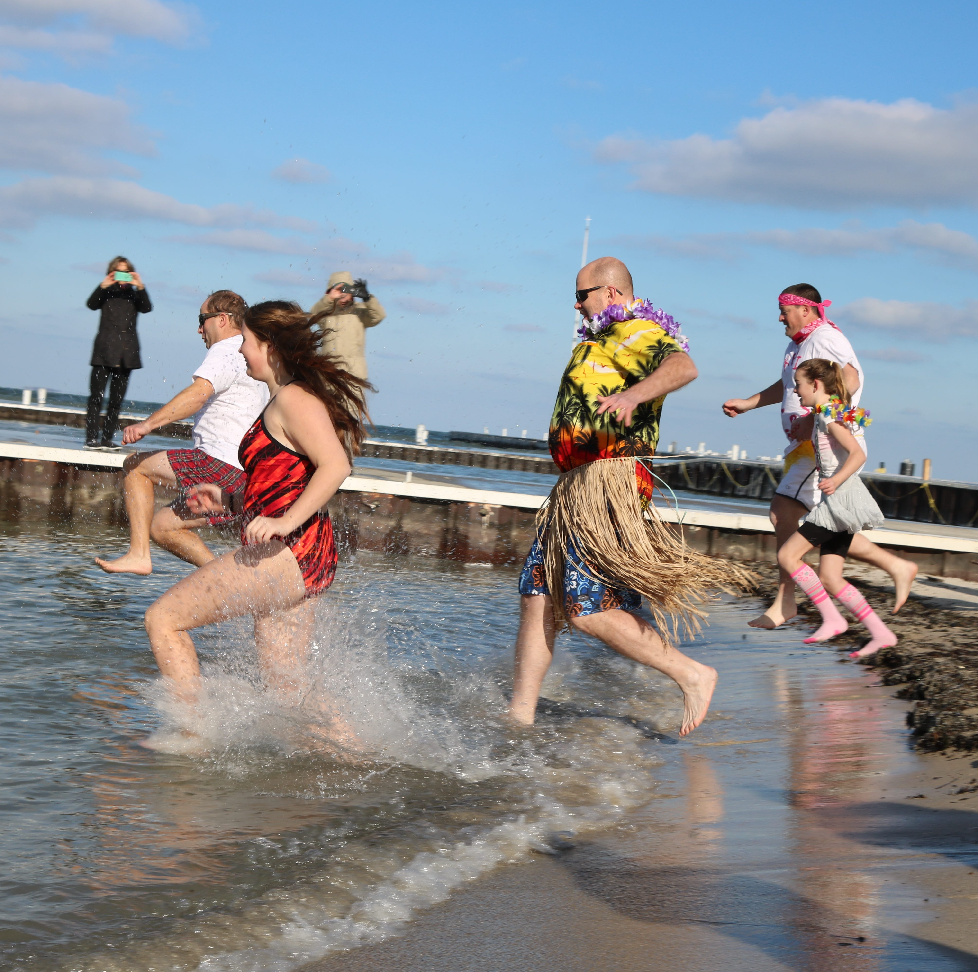 Lakesiders take 'Jingle Jump' into Lake Erie