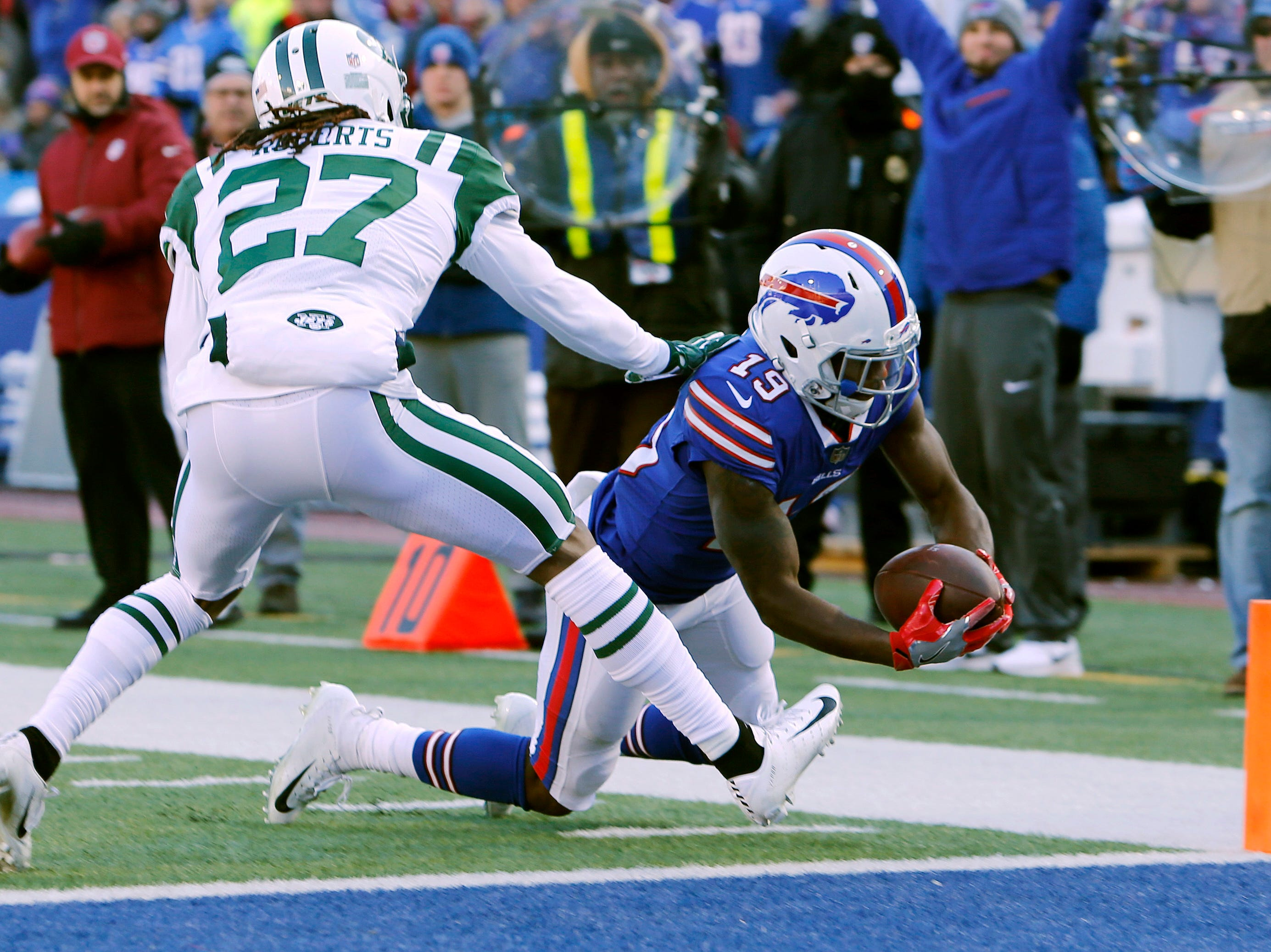 Buffalo Bills wide receiver Isaiah McKenzie (19) dives past New York Jets cornerback Darryl Roberts (27) for a touchdown during the first half of an NFL football game, Sunday, Dec. 9, 2018, in Orchard Park, N.Y. (AP Photo/Jeffrey T. Barnes)