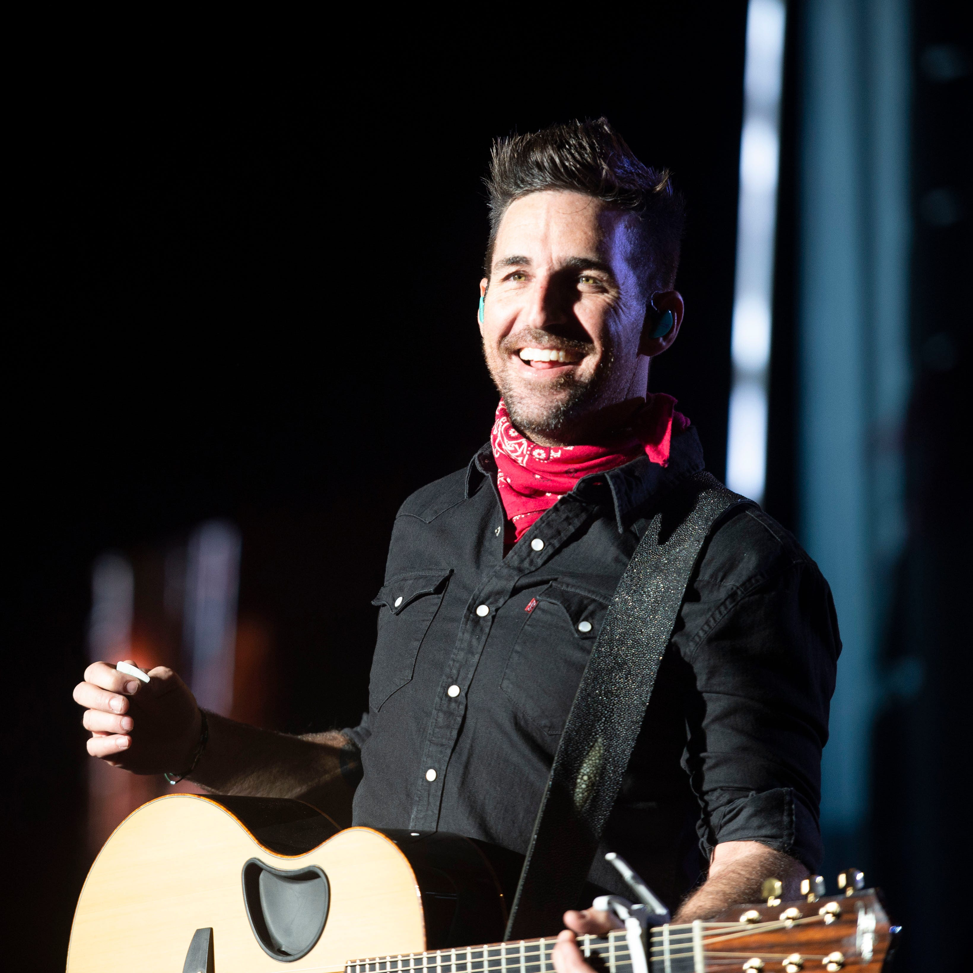Jake Owen returns to hometown for concert, golf and gathering to benefit foundation