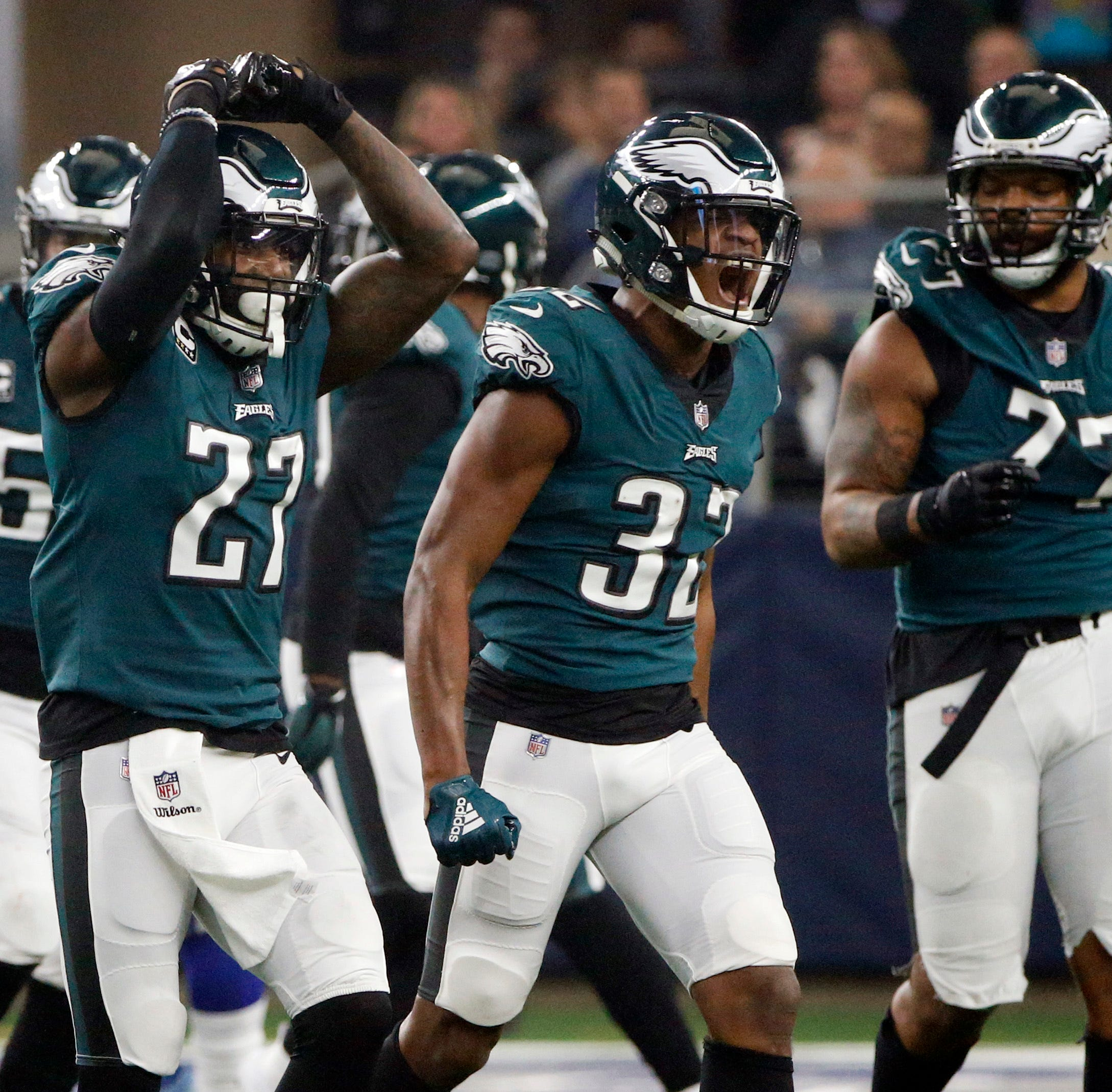Eagles hanging in with Cowboys despite being outplayed, losing 3 more players to injury
